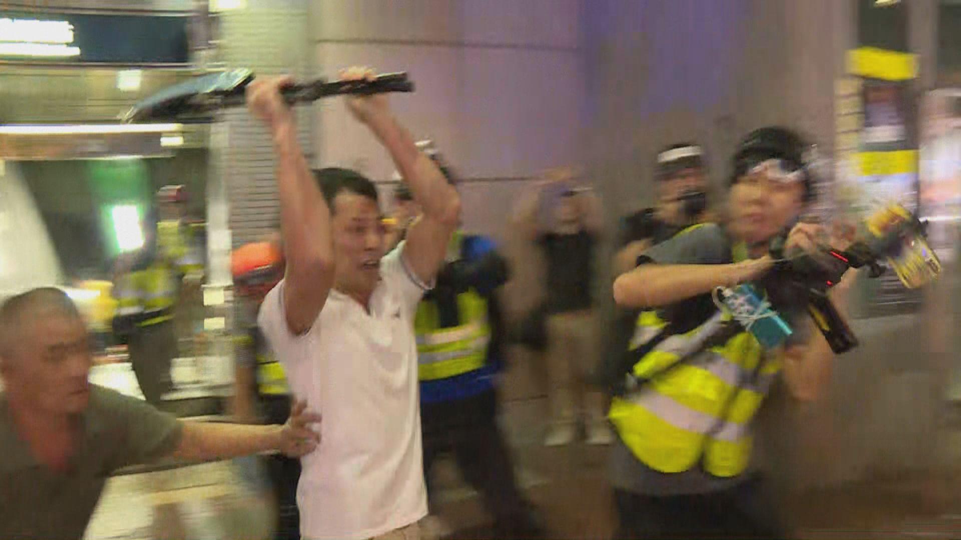 炮台山有示威者被追打 警員放走涉施襲者