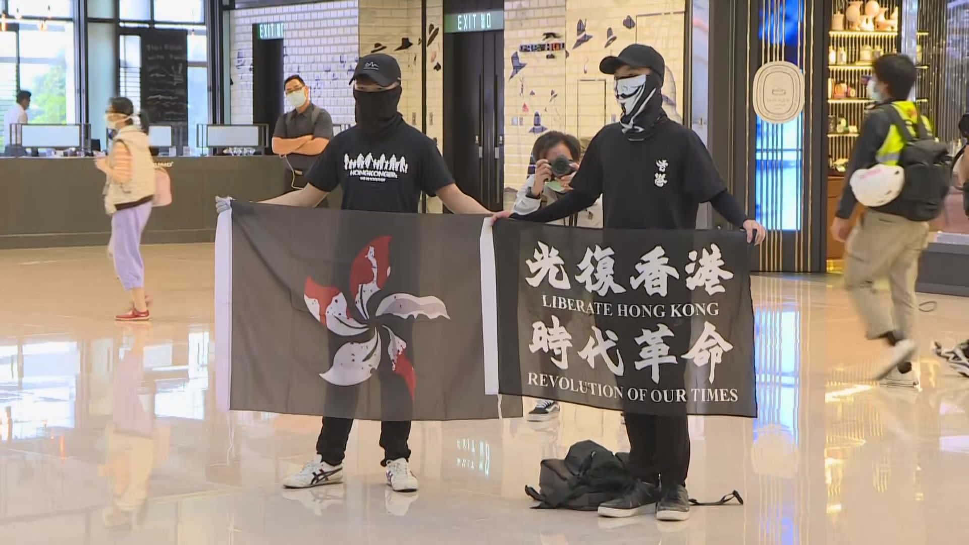 國際金融中心商場有人聚集 警到場驅散