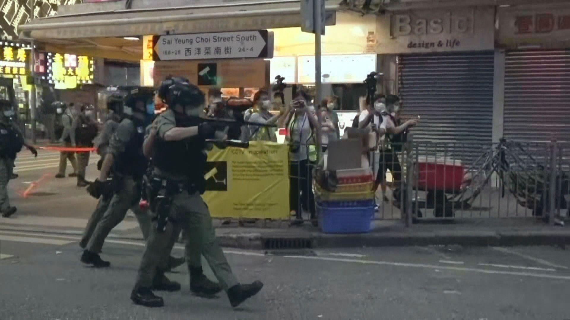 警方西洋菜南街發射多輪胡椒球彈 驅散人群
