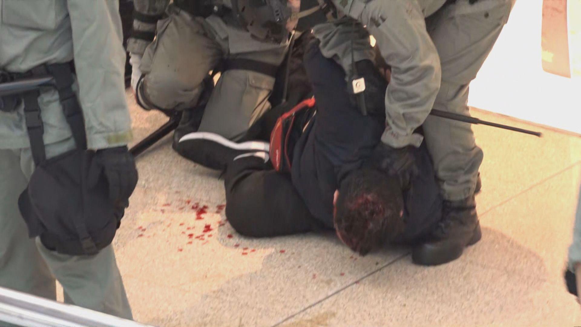 警員又一城拘捕示威者