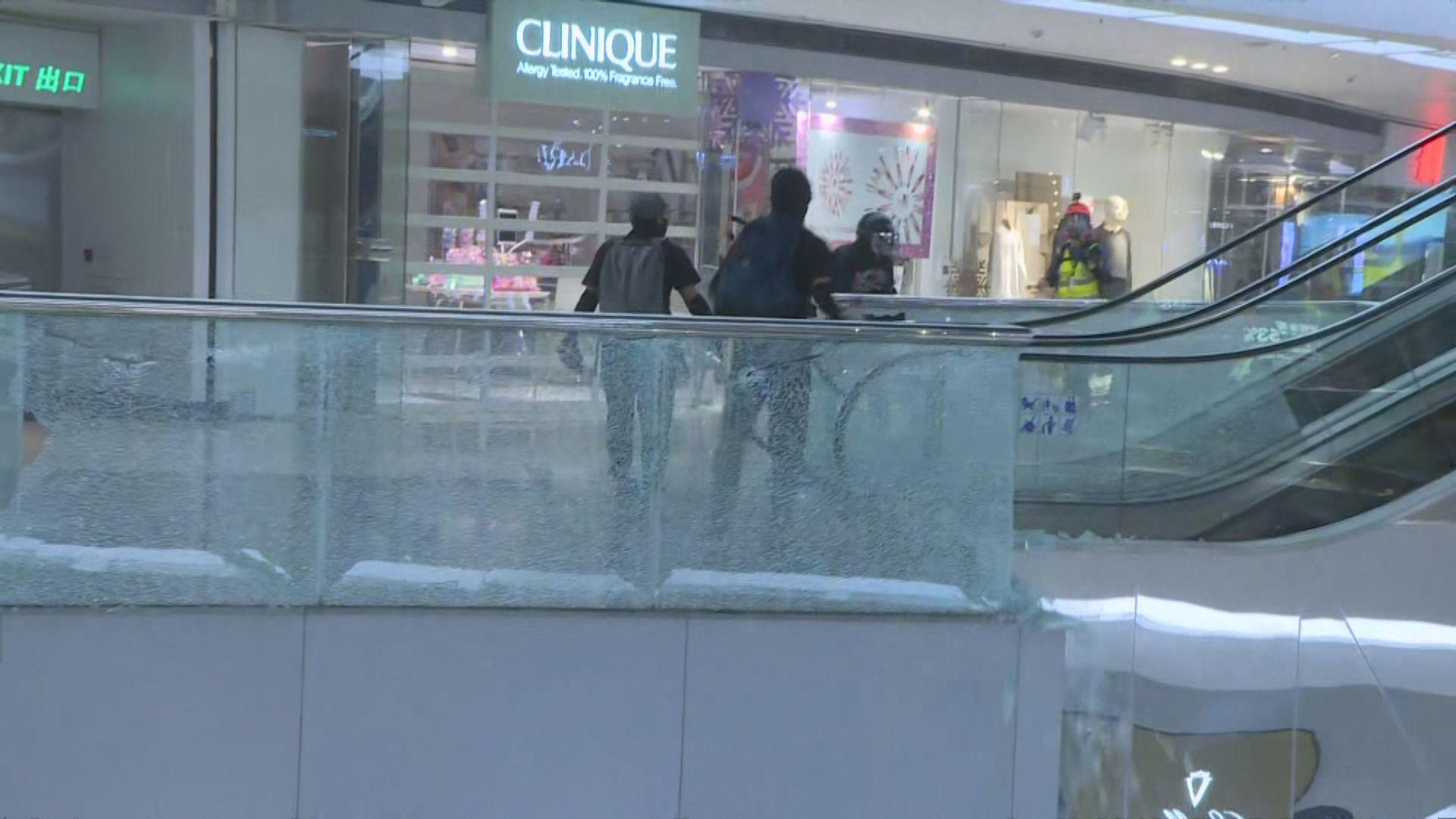 示威者破壞九龍塘站