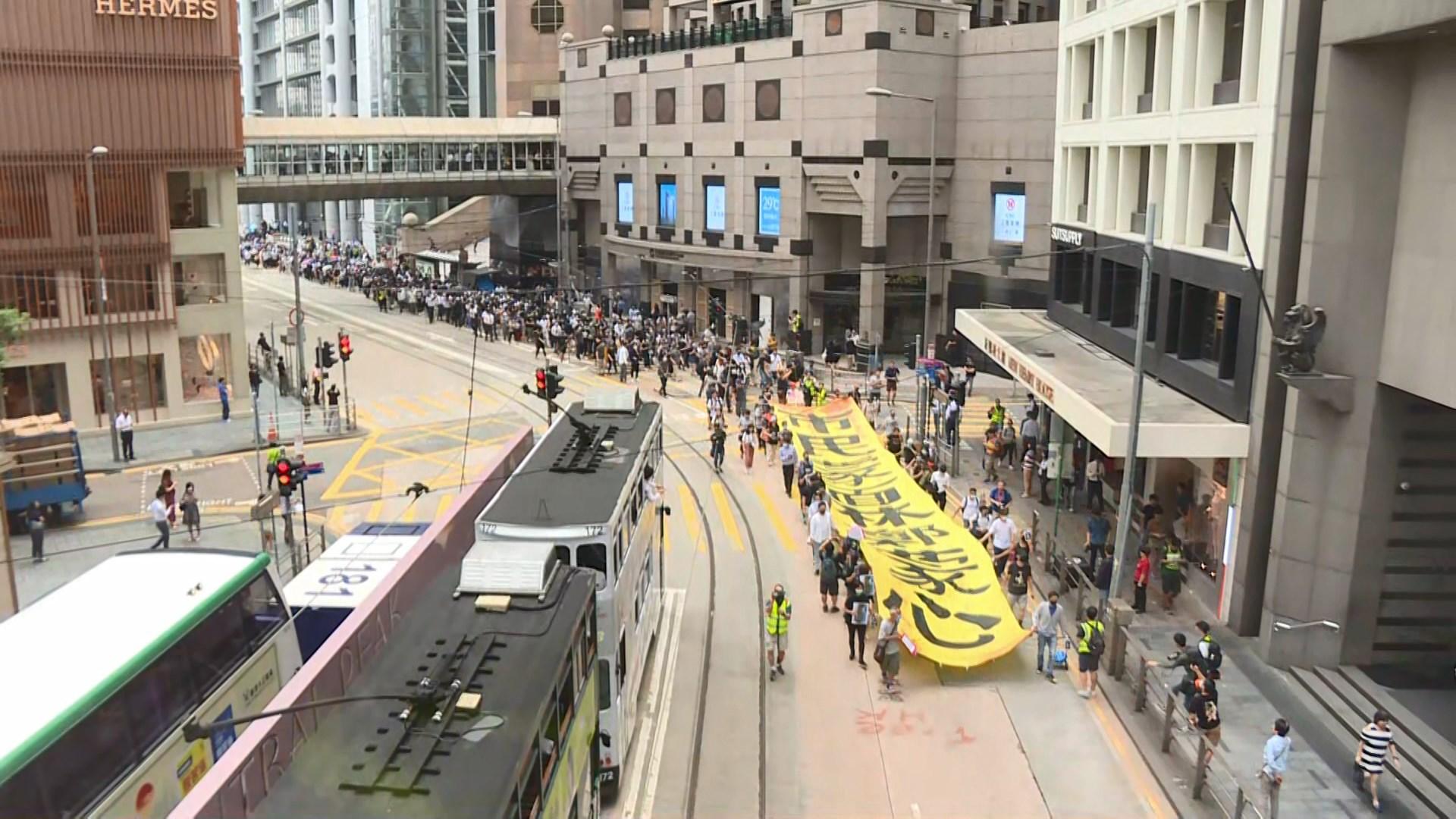網民發起午飯時間在多區快閃遊行