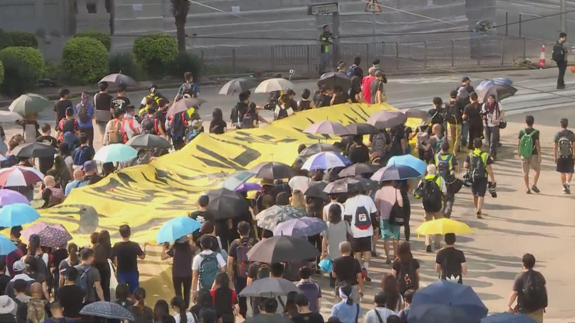 市民銅鑼灣遊行反禁蒙面法 舊中銀大廈外保安戒備