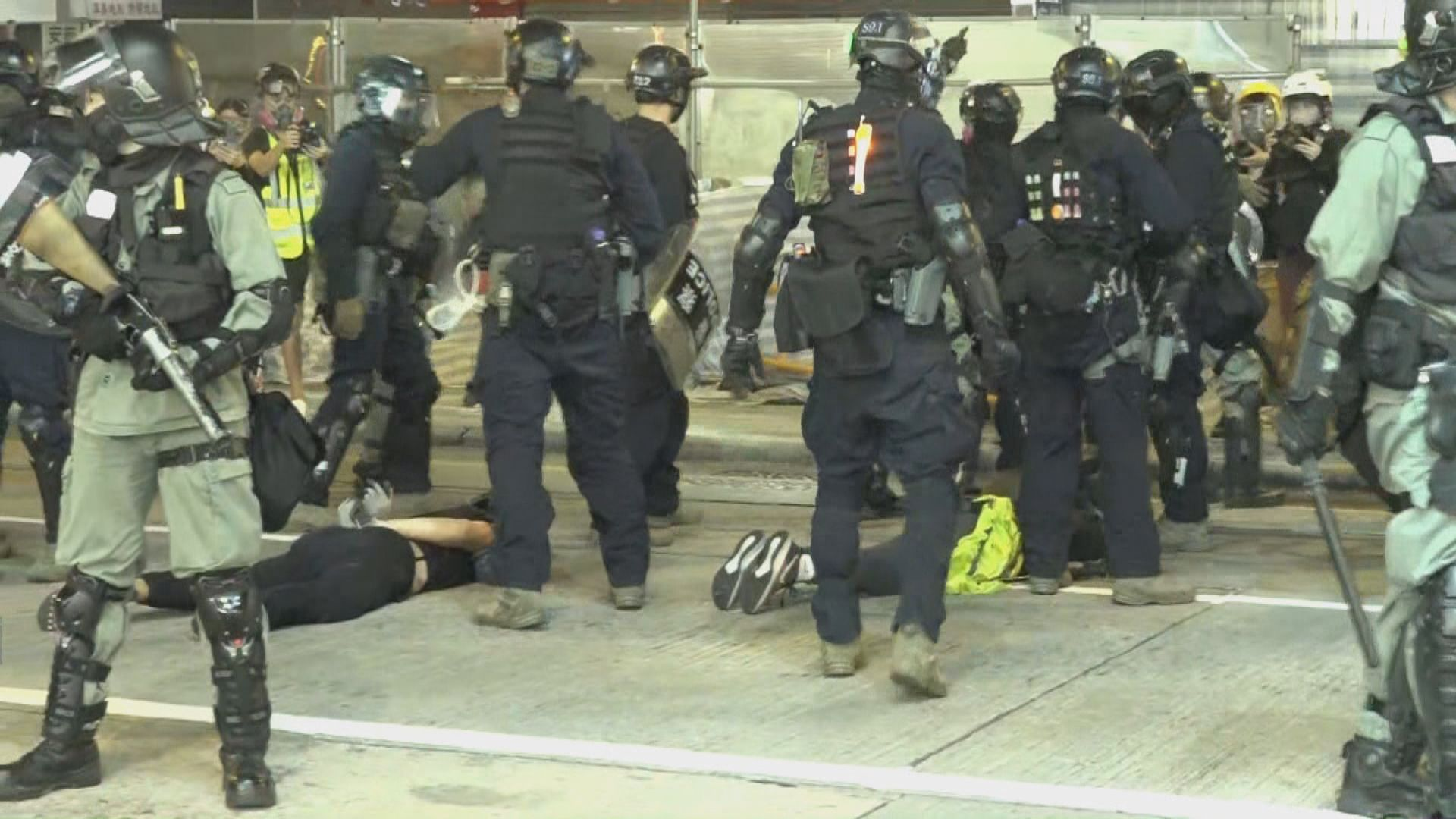 示威者入夜後旺角聚集 速龍制服多人