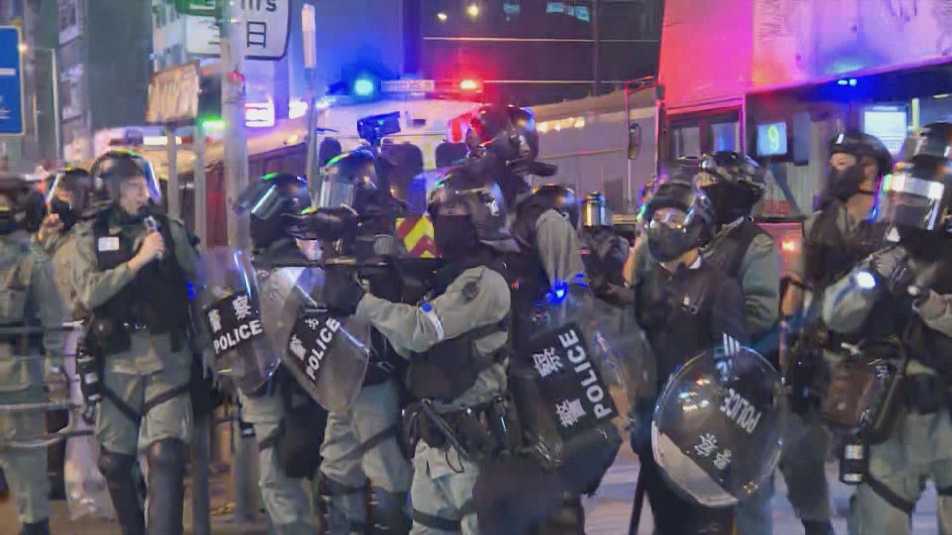 旺角晚上有人聚集 警察發射胡椒球彈驅散