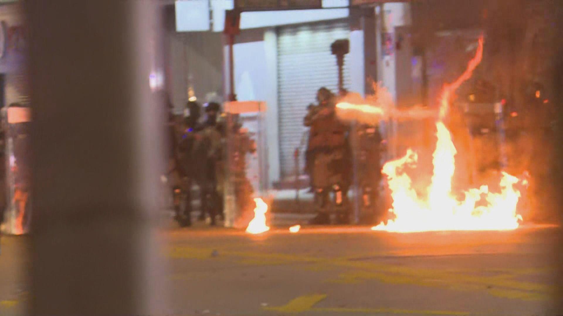彌敦道有人堵路 警方施放催淚彈驅散