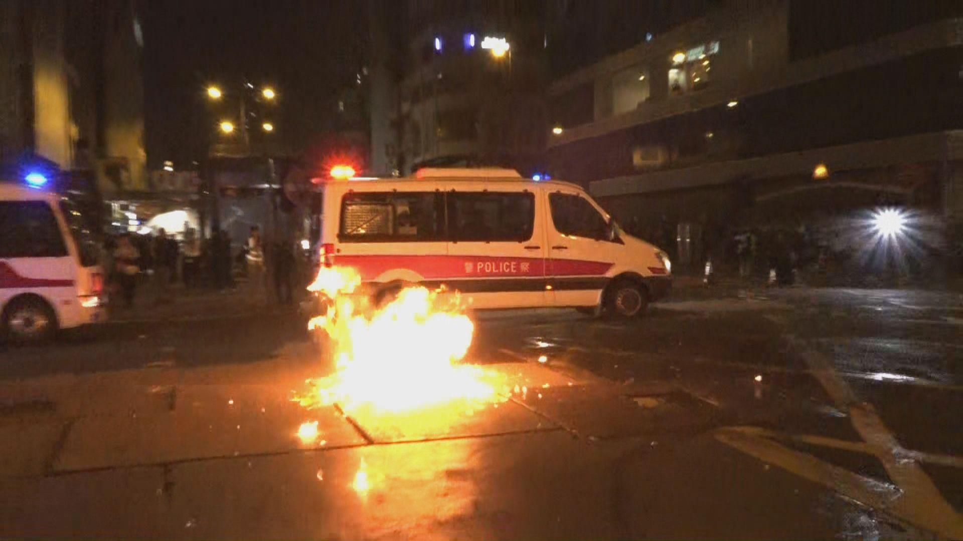 午夜旺角繼續有人聚集 警施發催淚彈驅散