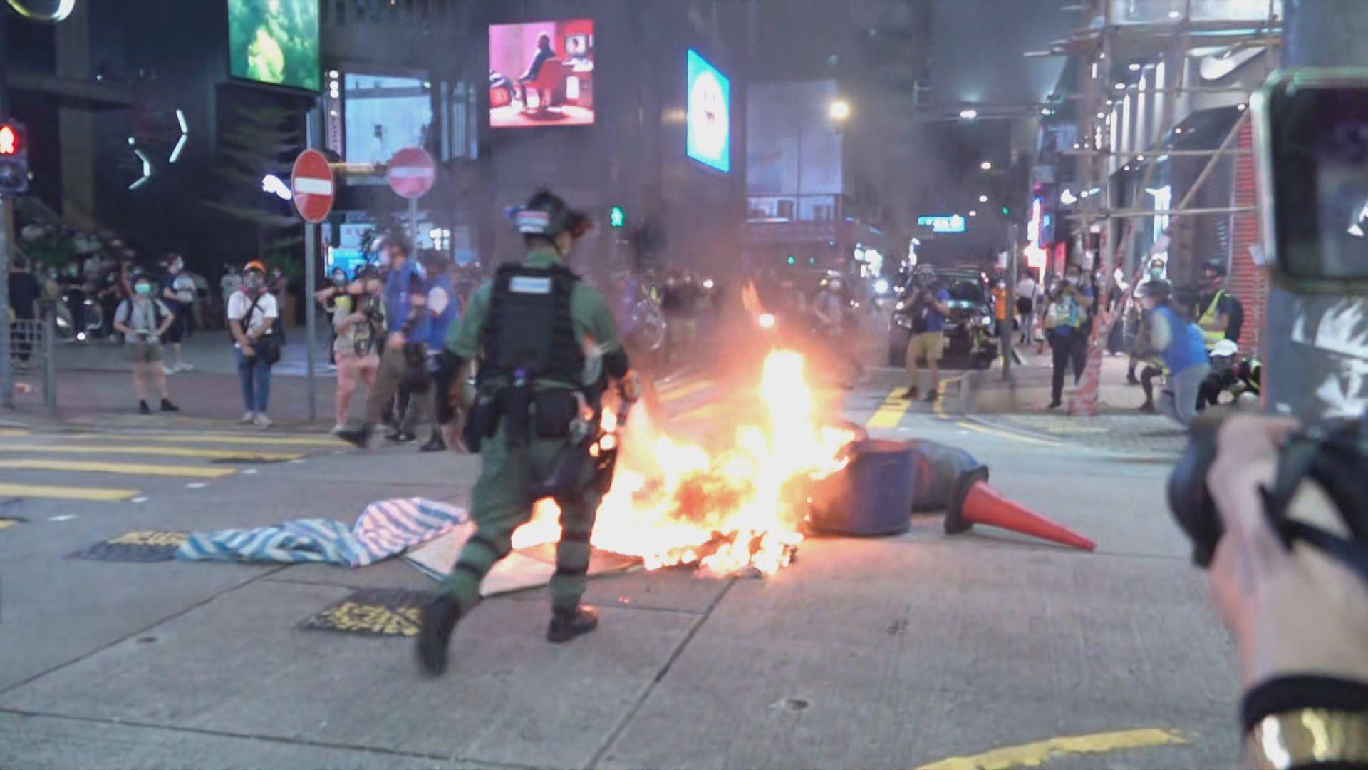 旺角有人用雜物堵路及縱火 多人被制服