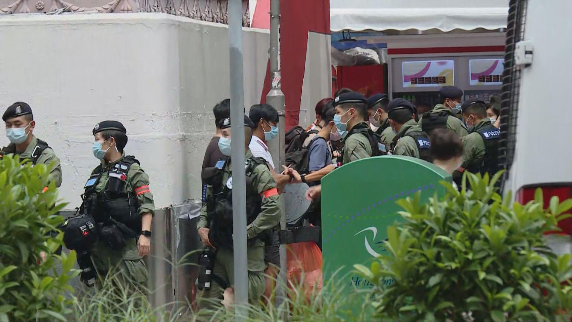 網民發起九龍遊行 警方旺角彌敦道加強警力截查