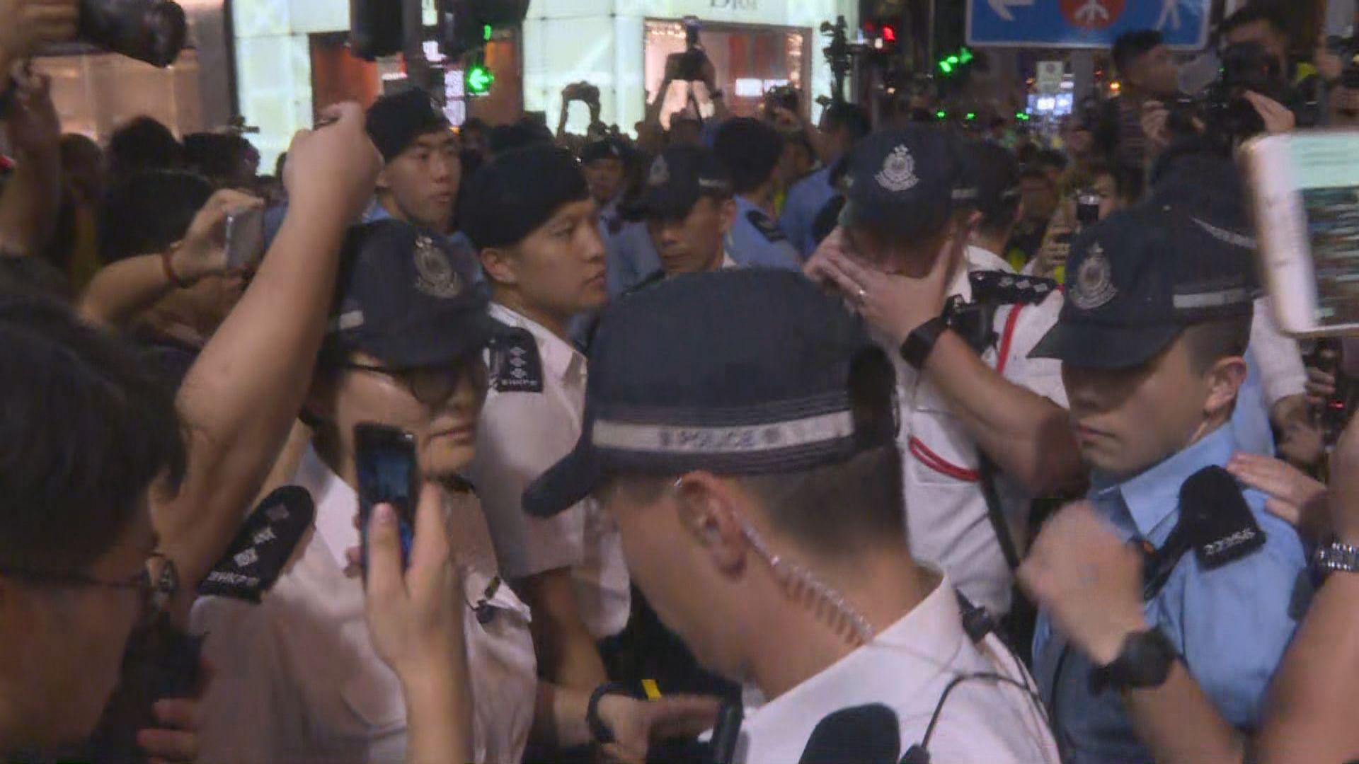 警方與示威者一度在廣東道發生推撞