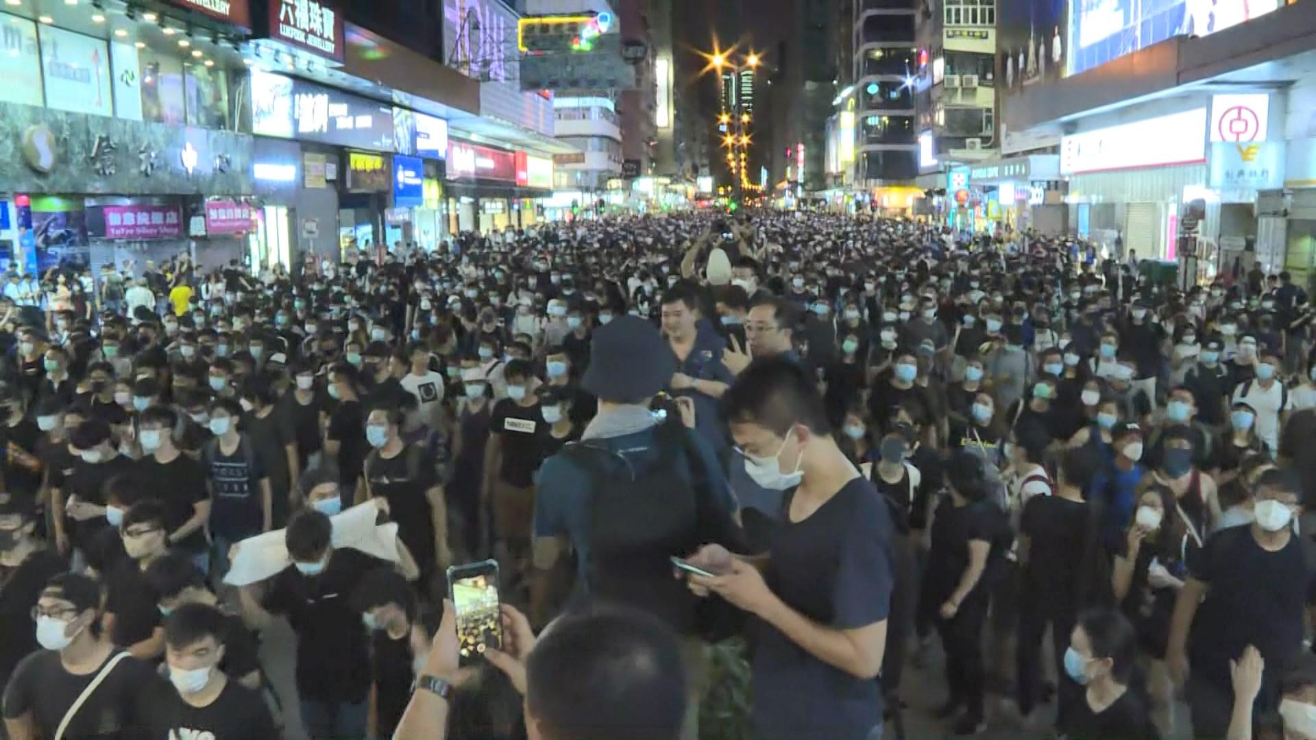 示威者再由廣東道沿彌敦道前往旺角