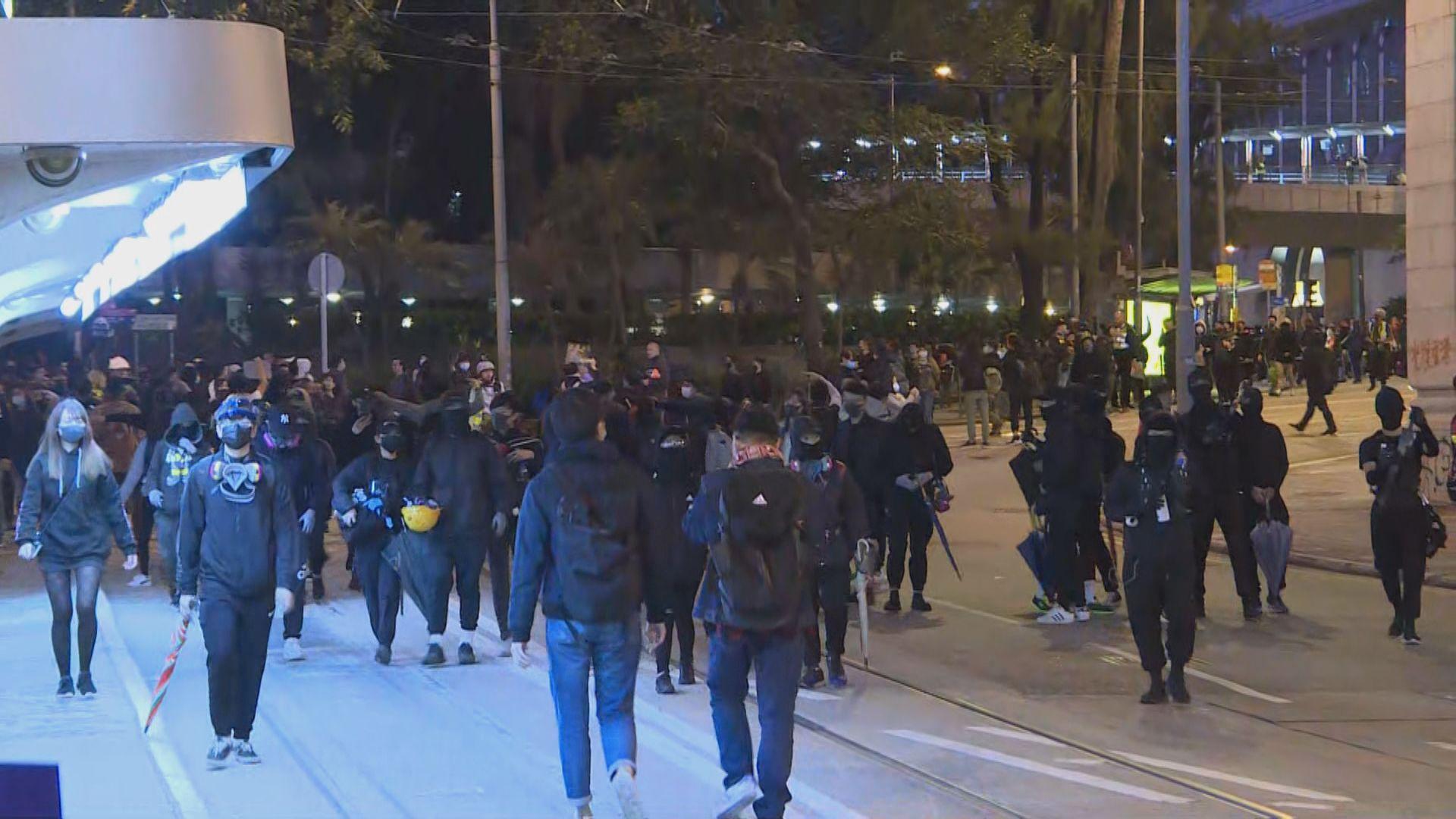 遊行晚上結束 市民陸續在中環散去
