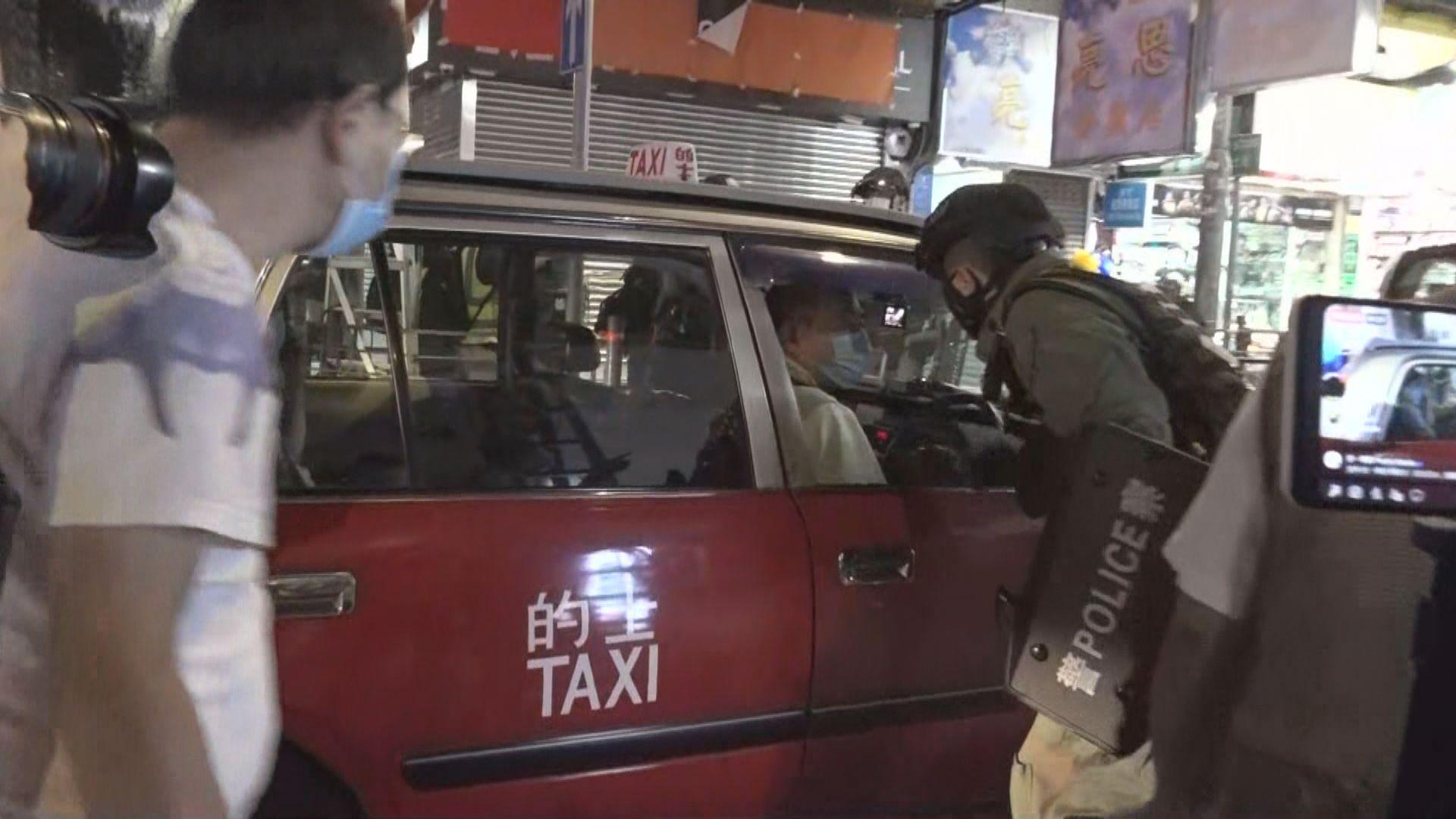 警方晚上旺角戒備 多人被發告票及帶上警車