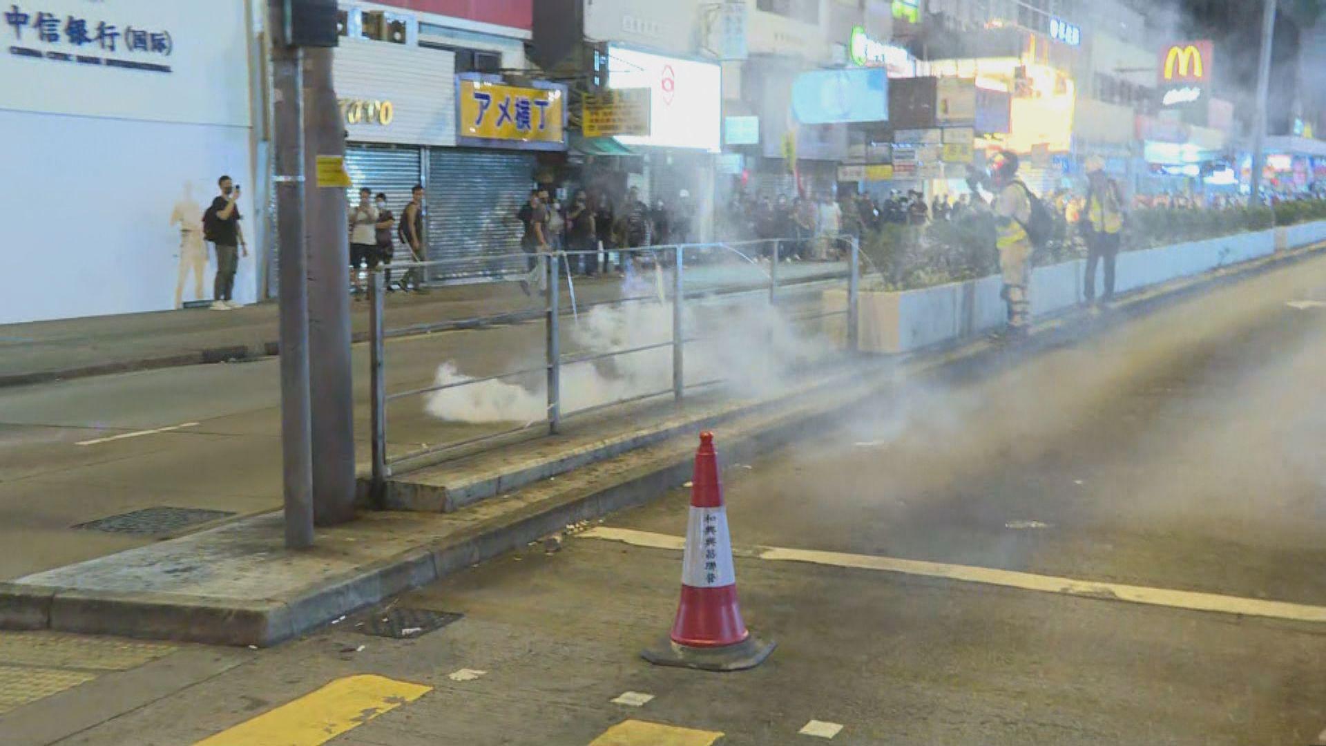 太子站外有人群聚集 警方發射催淚彈驅散