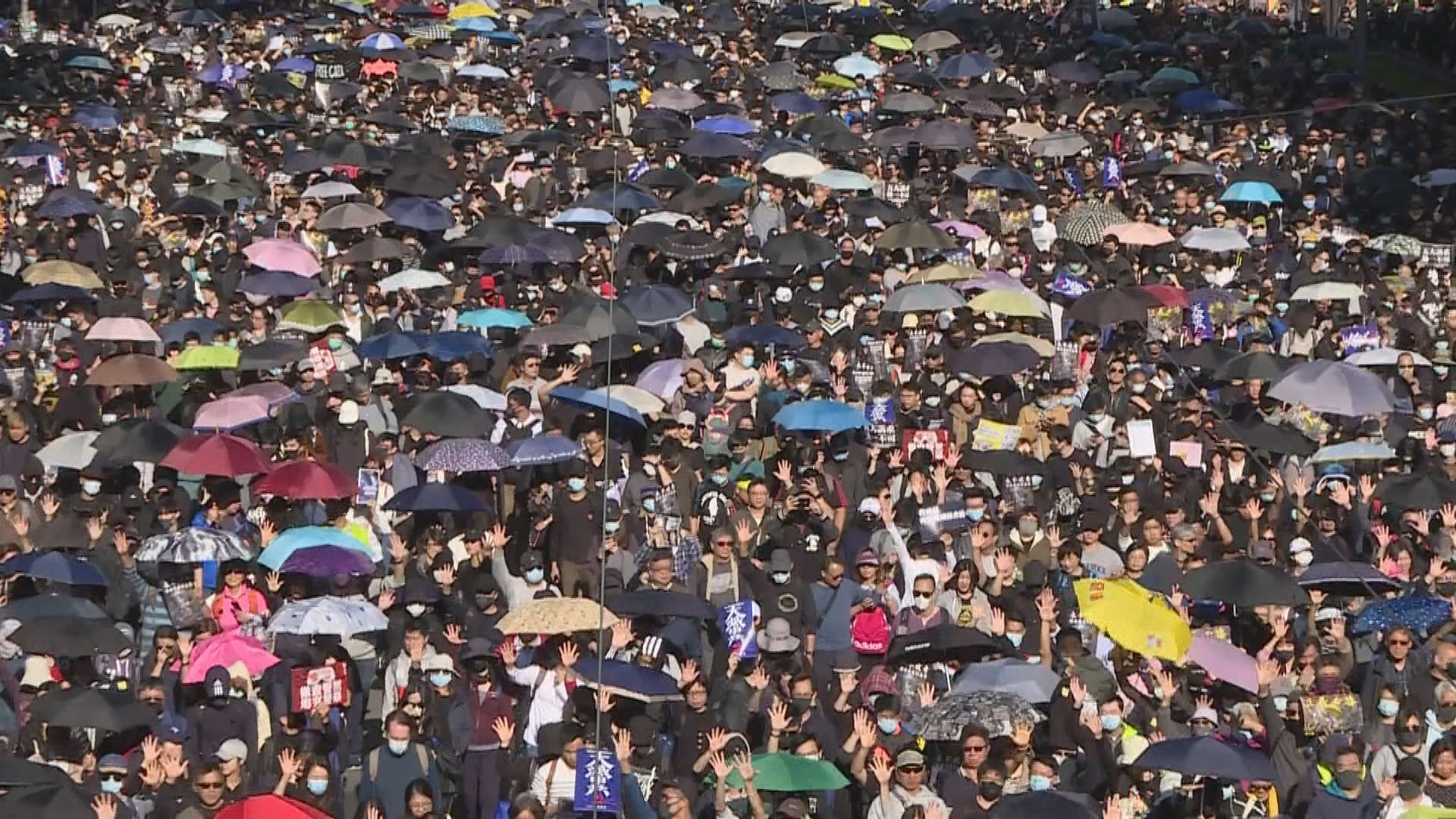 民陣:約80萬人參與遊行 警方:最高峰18.3萬人