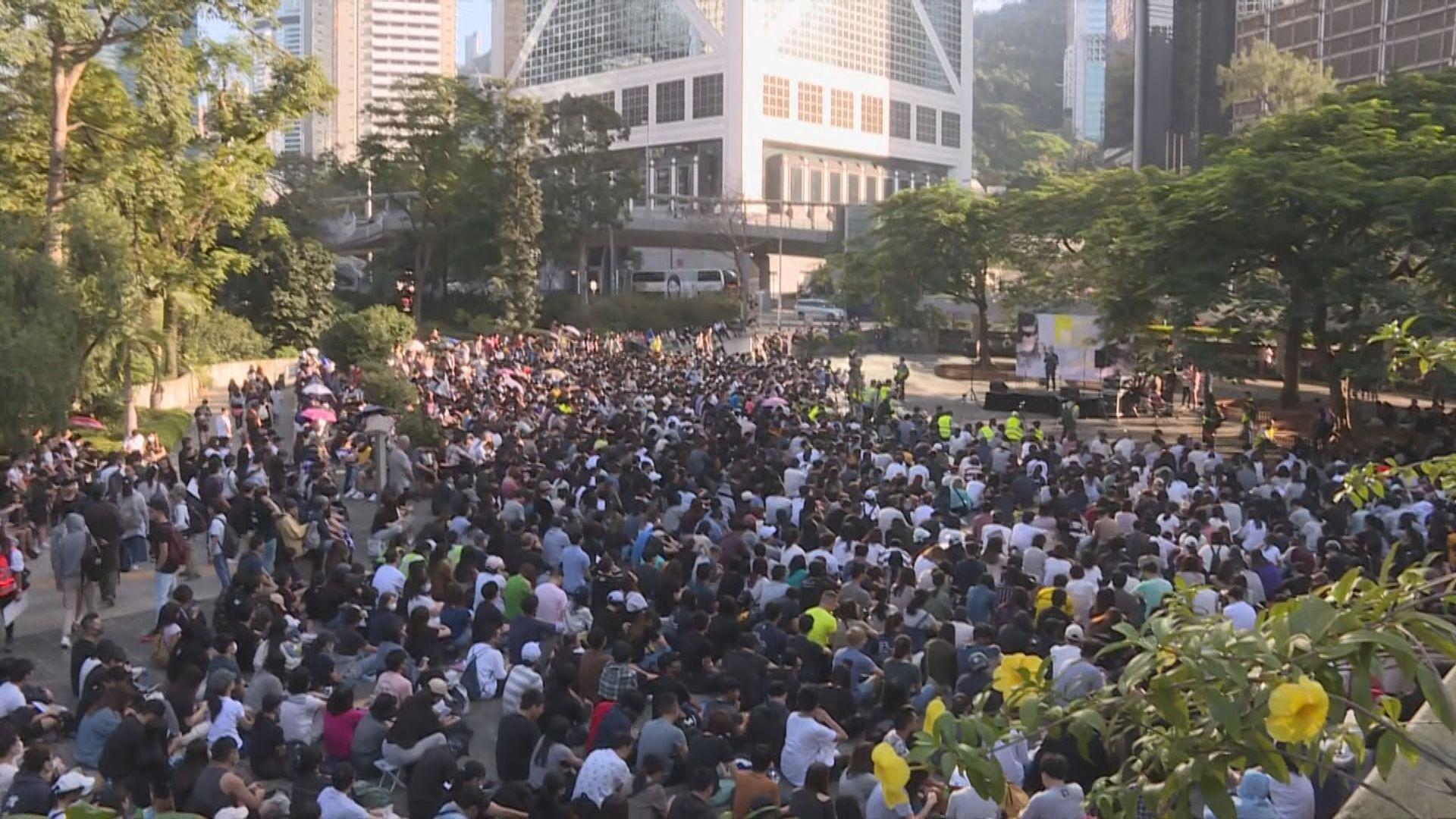 有人中環集會為衝突受傷的人祈禱