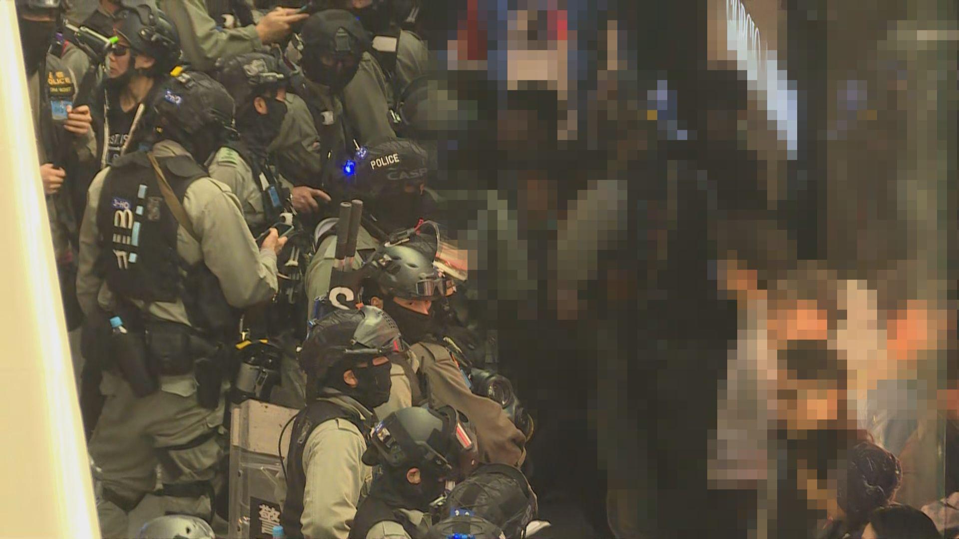 警方要求聚集人士離開 在中環一帶拘捕多人