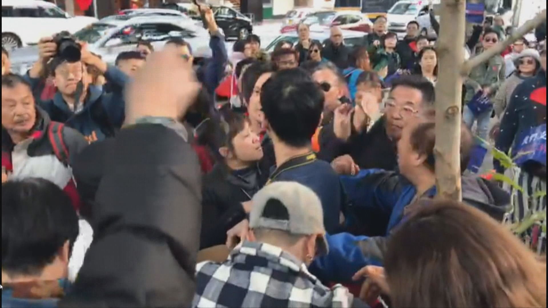 團體舉行集會質疑區選不公 有記者被包圍及指罵