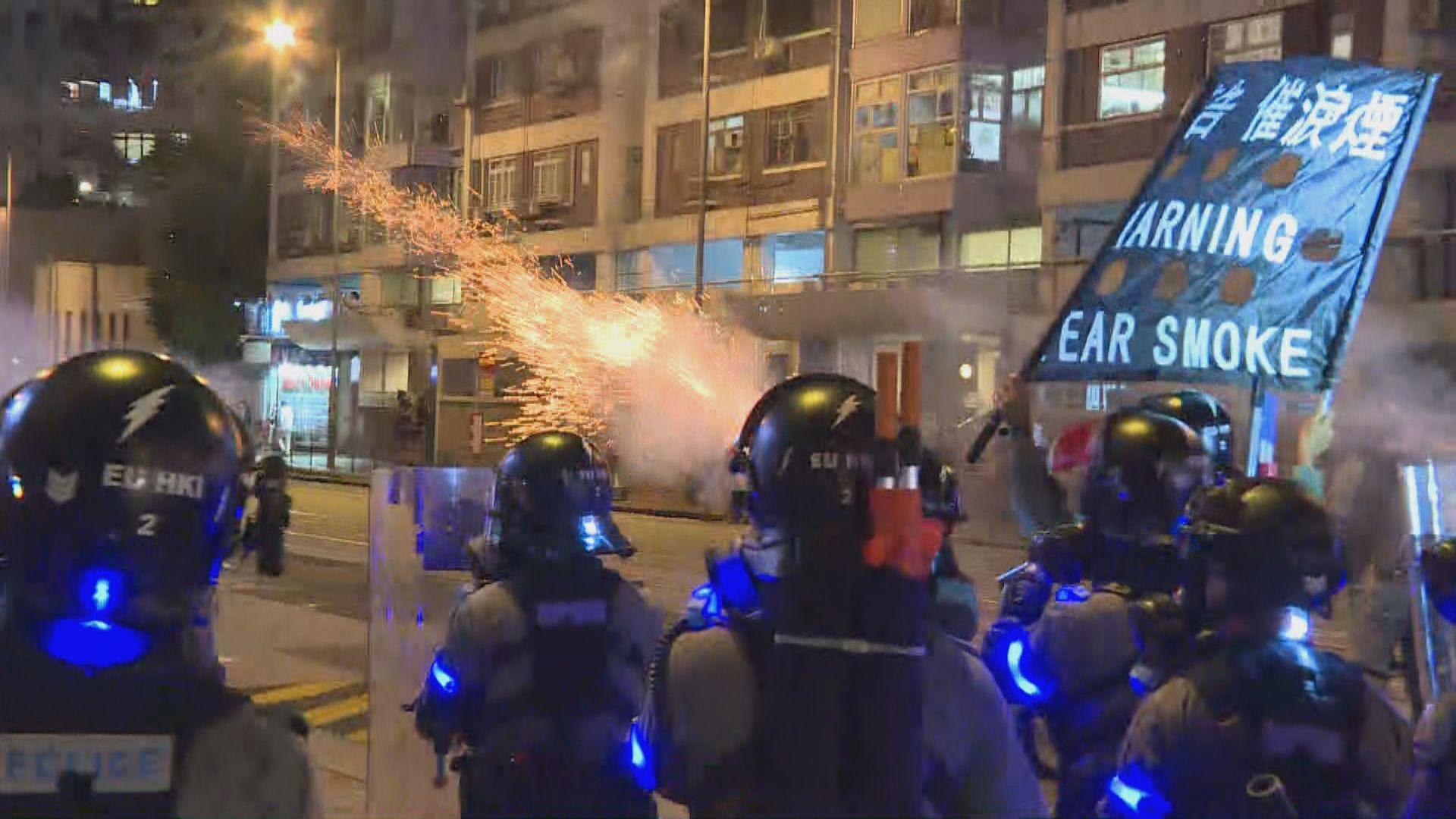 警方太古施放催淚彈驅散聚集市民