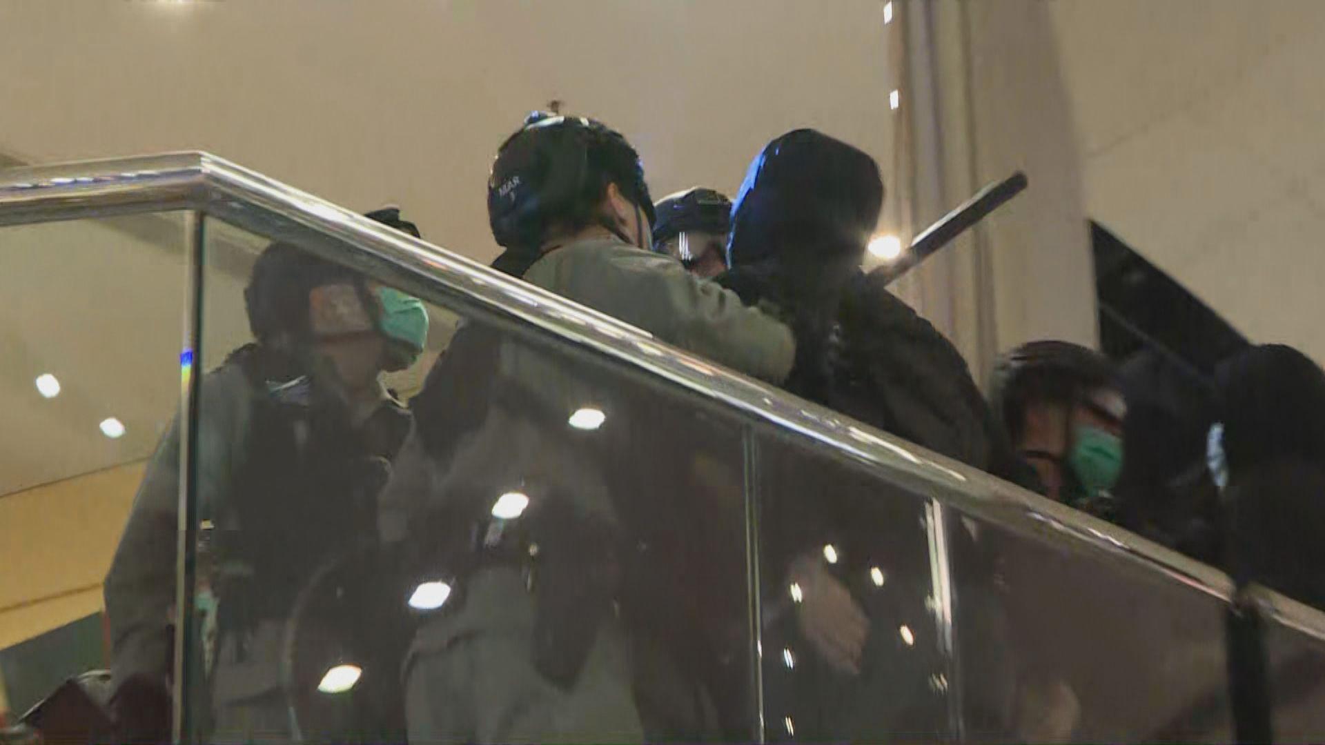 太古城有人聚集 警方多次引用「限聚令」作驅散