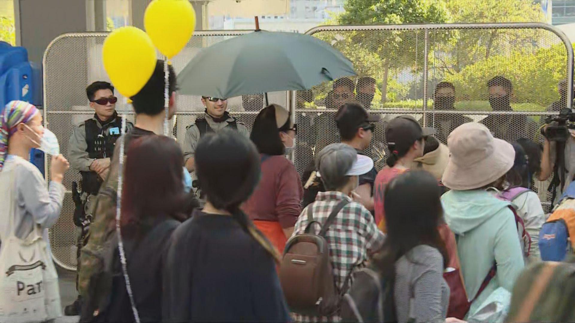 家長遊行促停用催淚彈 數百人參與