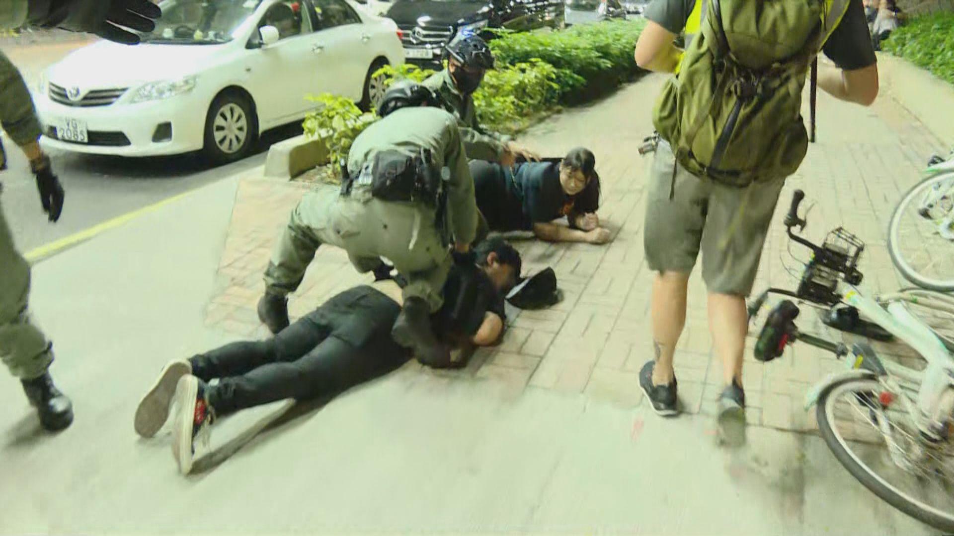 警方周一晚在將軍澳拘捕多人