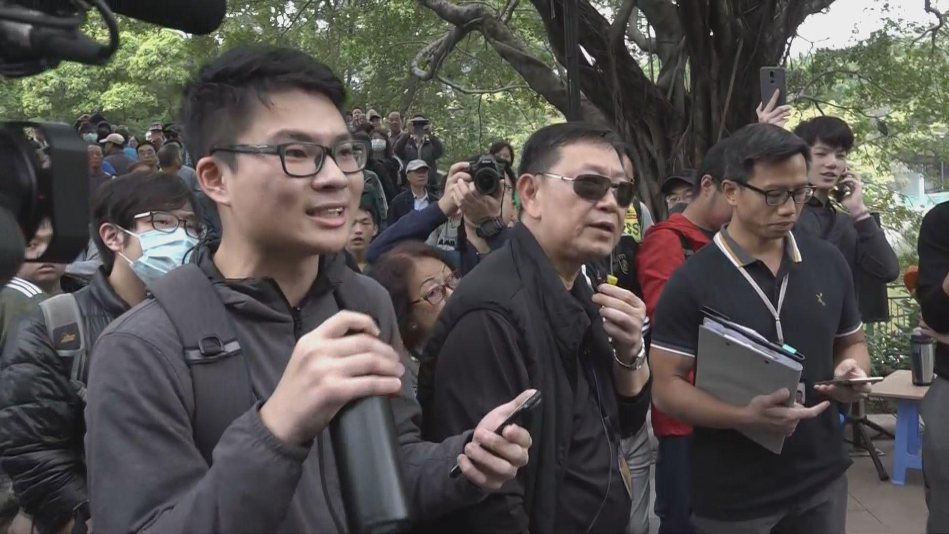 屯門候任區議員與居民抗議屯門公園噪音