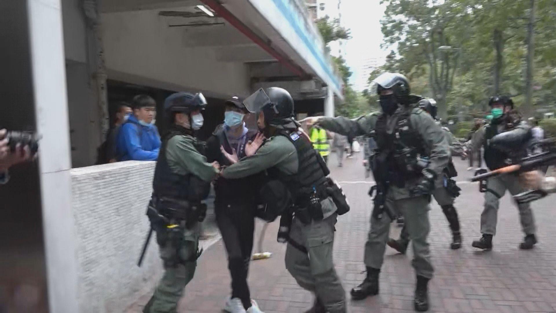 防暴警察大埔驅趕反對設指定診所市民