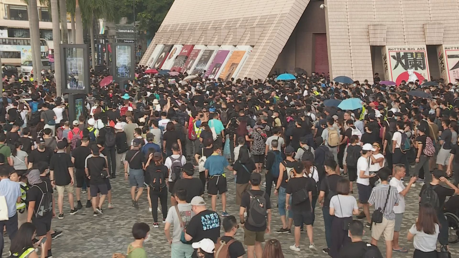 尖沙咀遊行 有市民指為反對禁蒙面法