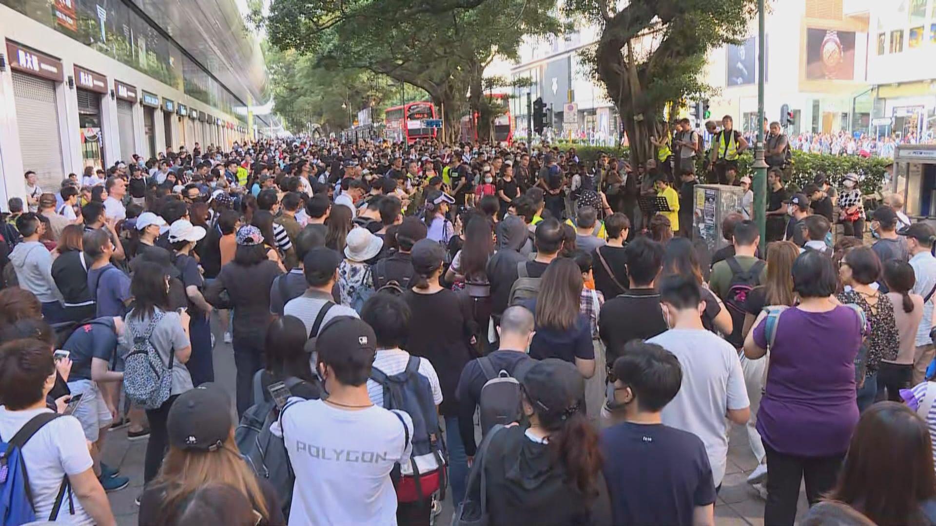 數百人在尖沙咀栢麗大道集會