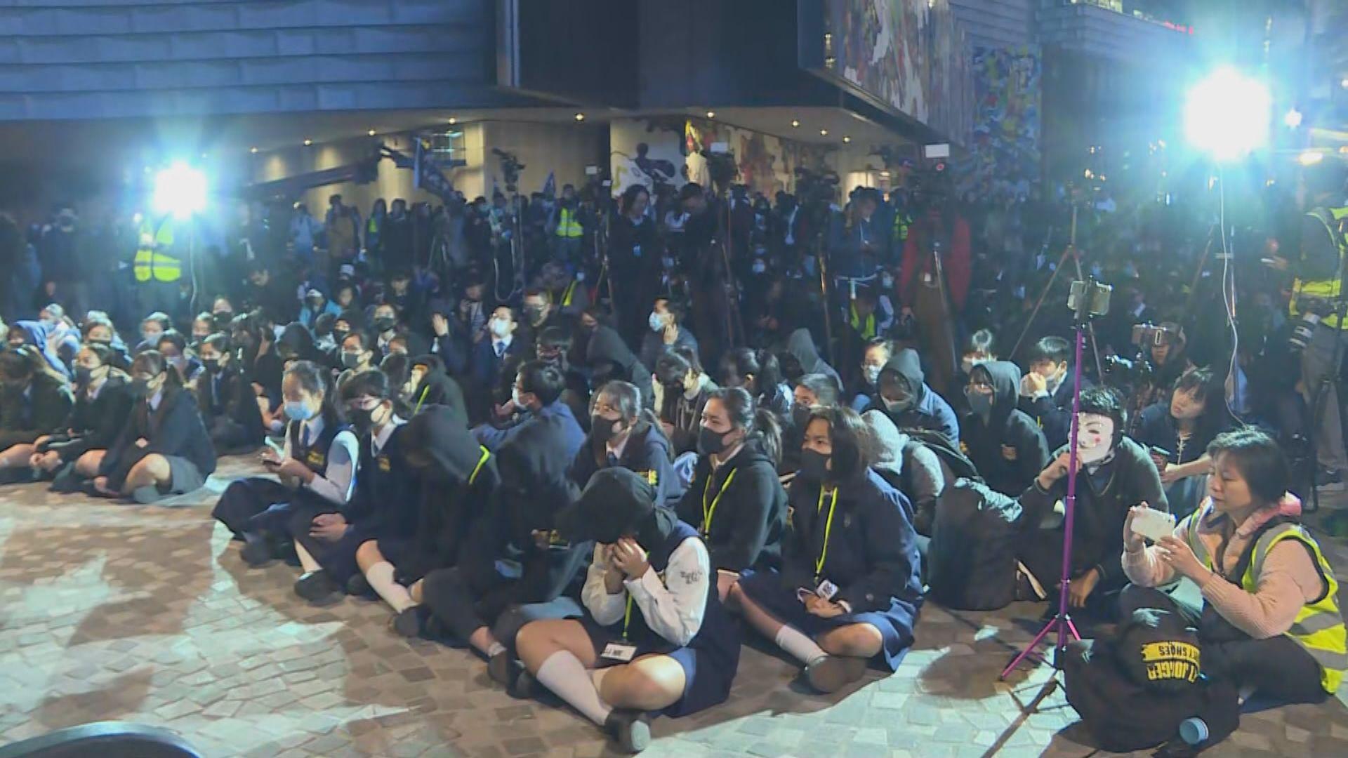 尖沙咀有中學生集會聲援被捕學生