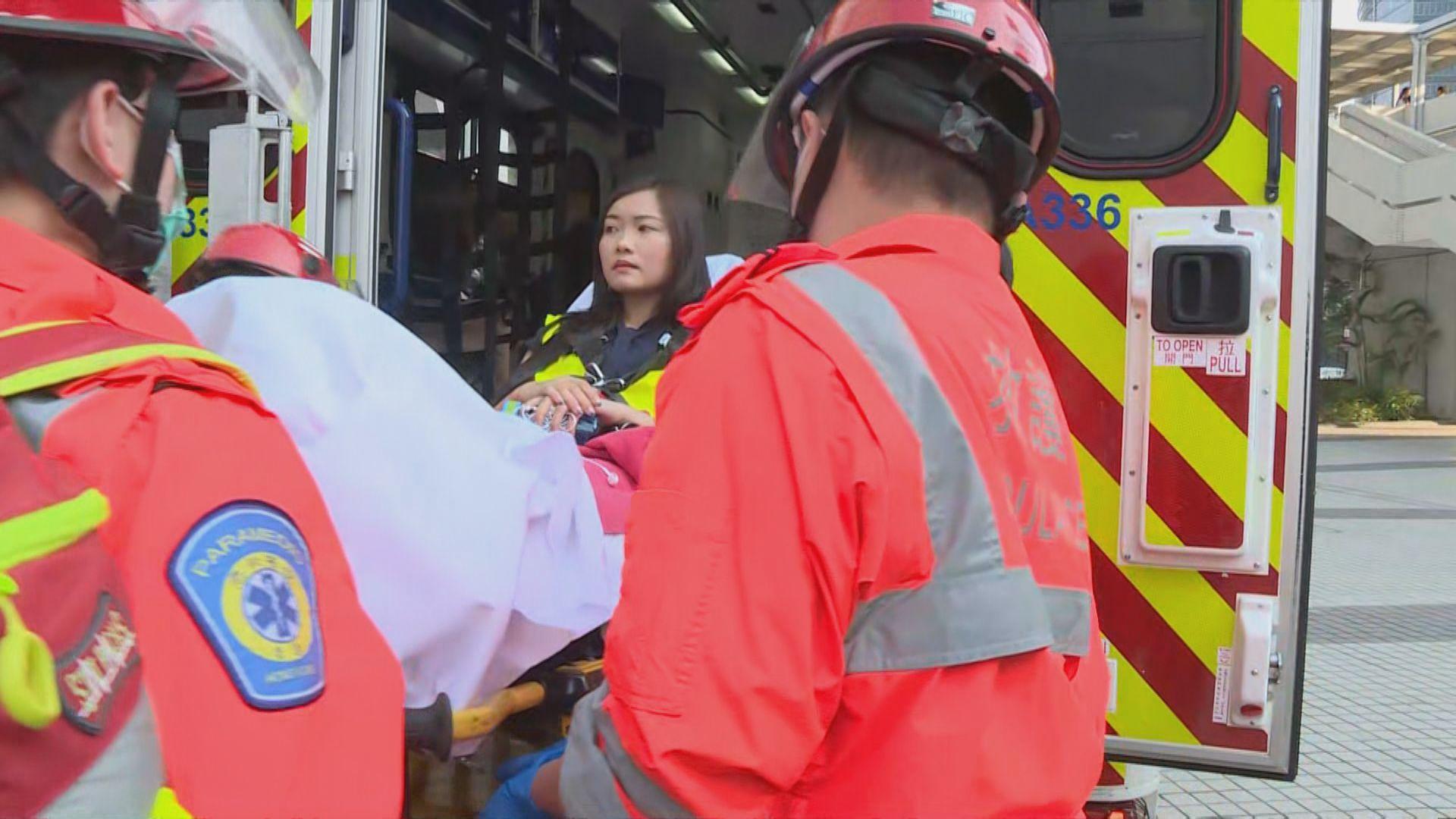 本台記者被催淚彈擊中左手臂需送院治療