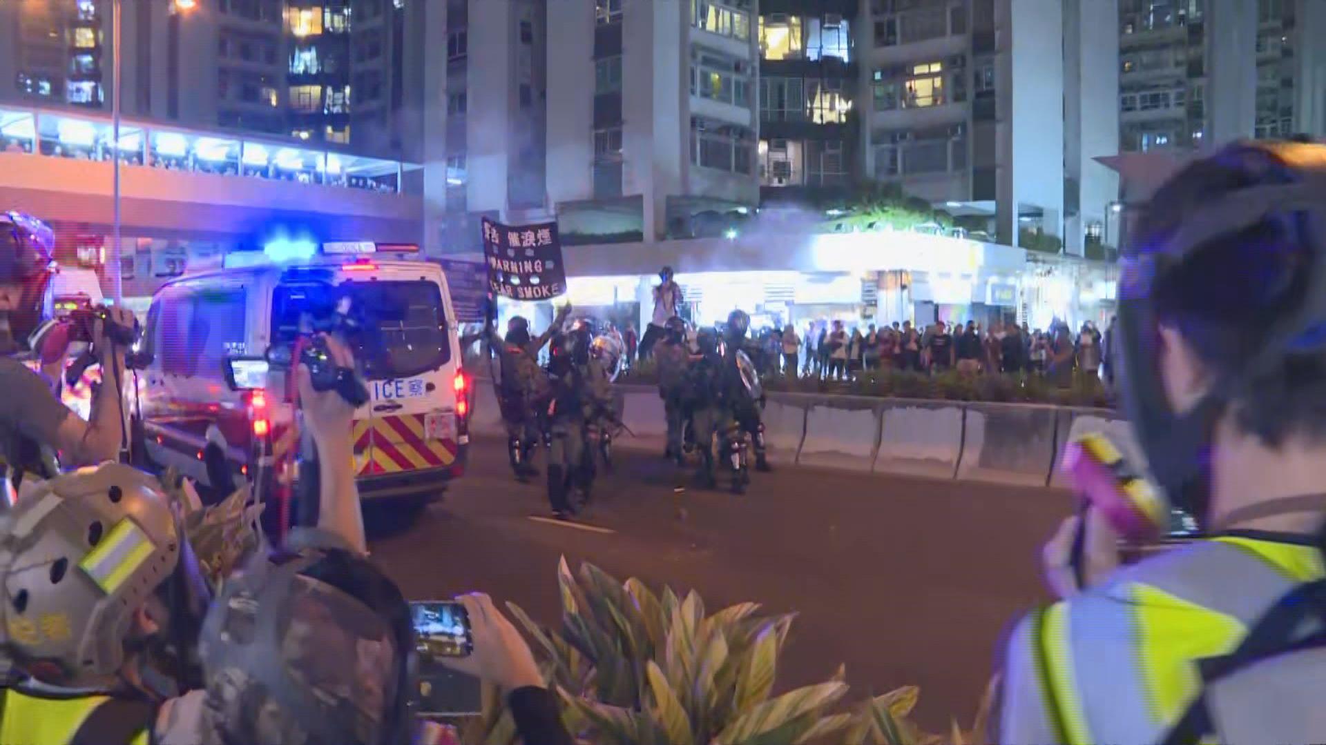 黃埔入夜後有人堵路 警方施放催淚彈