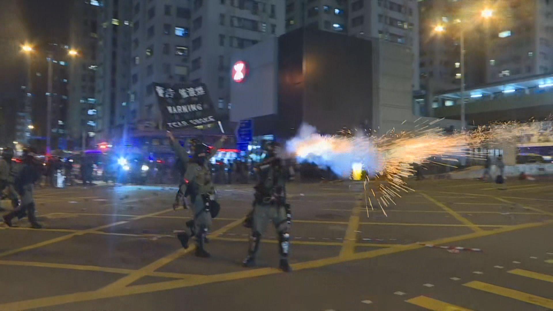 黃埔有人向警車投擲汽油彈 防暴警放催淚彈