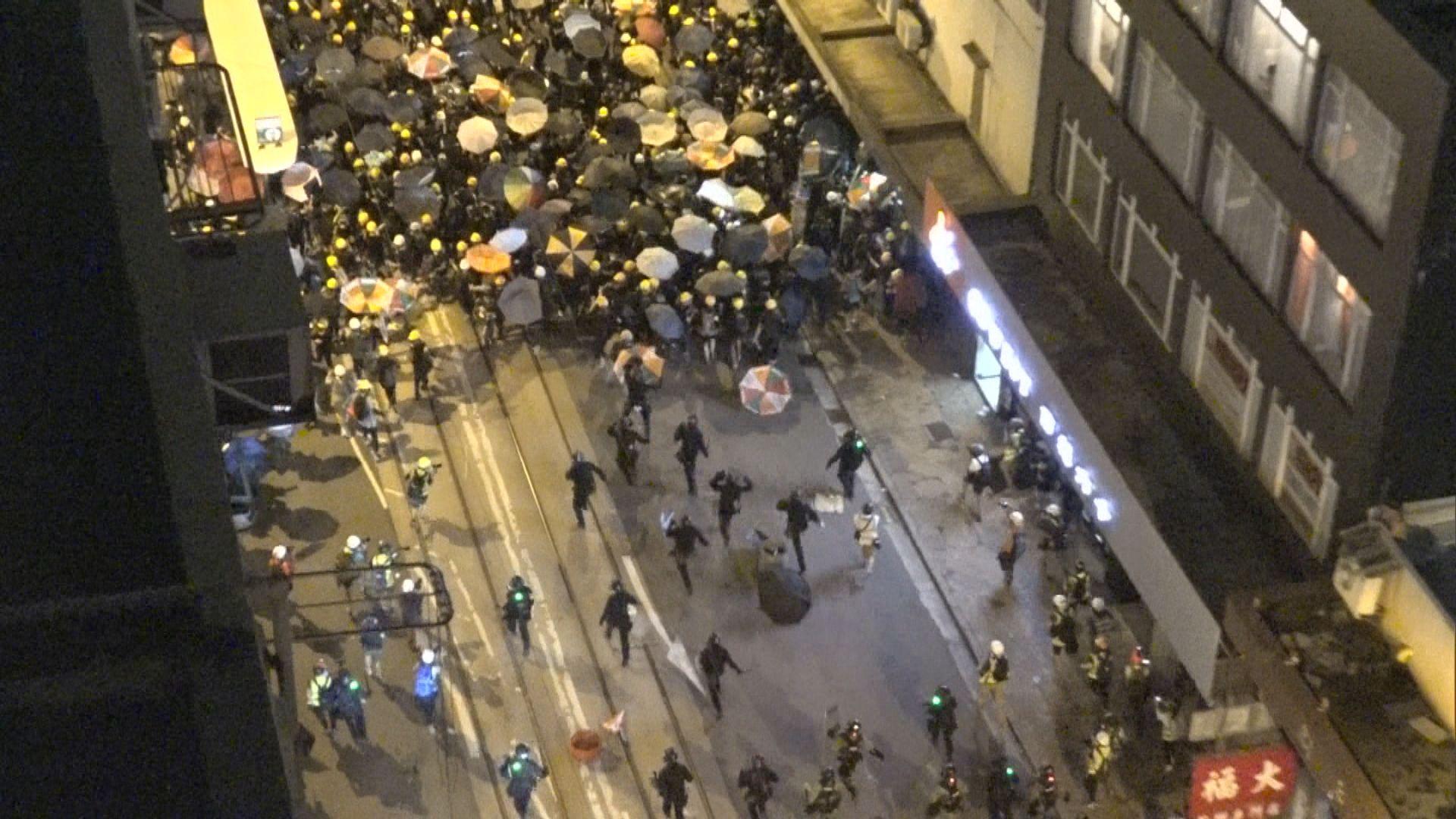 周日警民衝突歷時四個半小時
