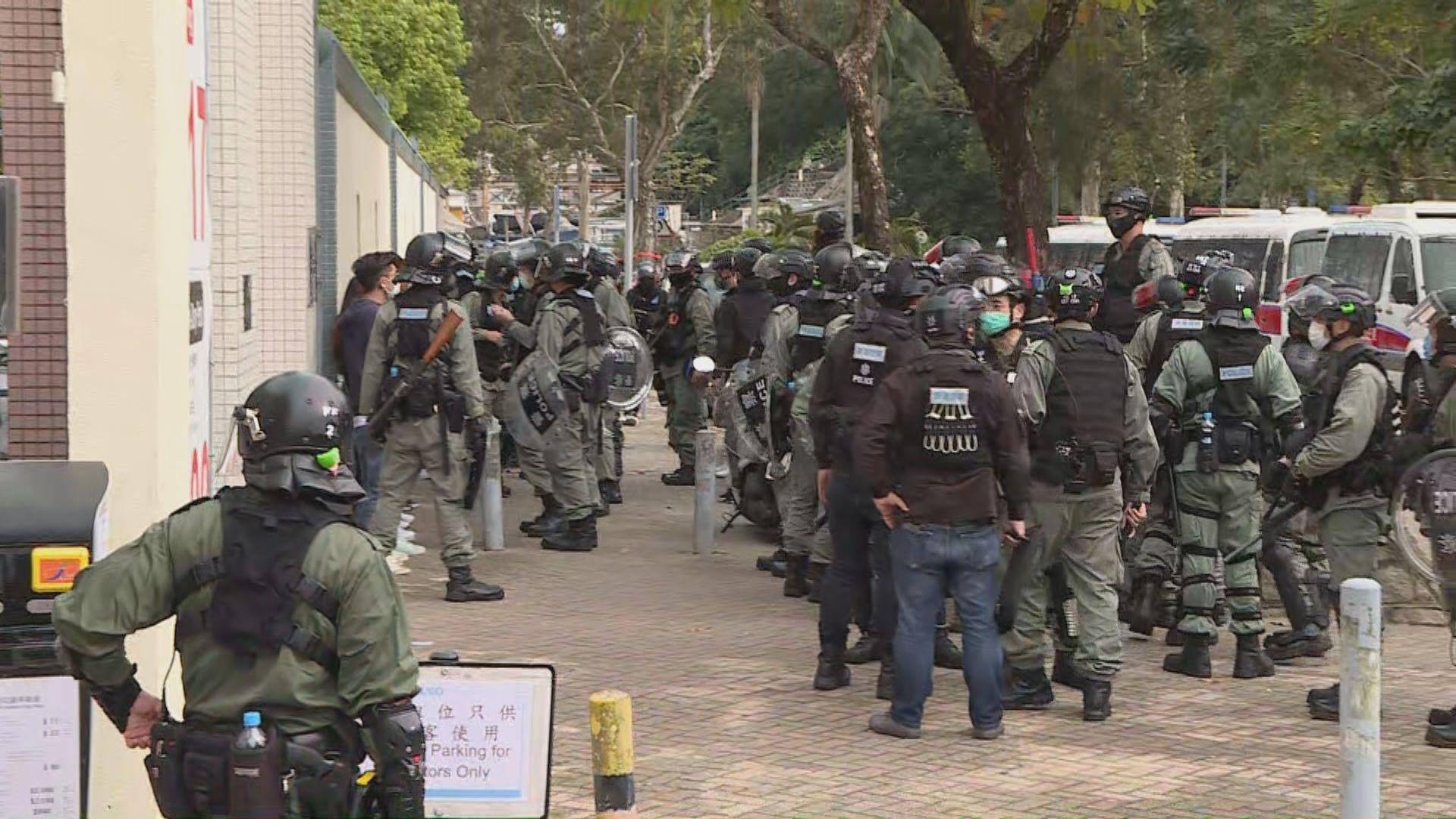 西貢遊行反對區內設檢疫設施 警截查多人