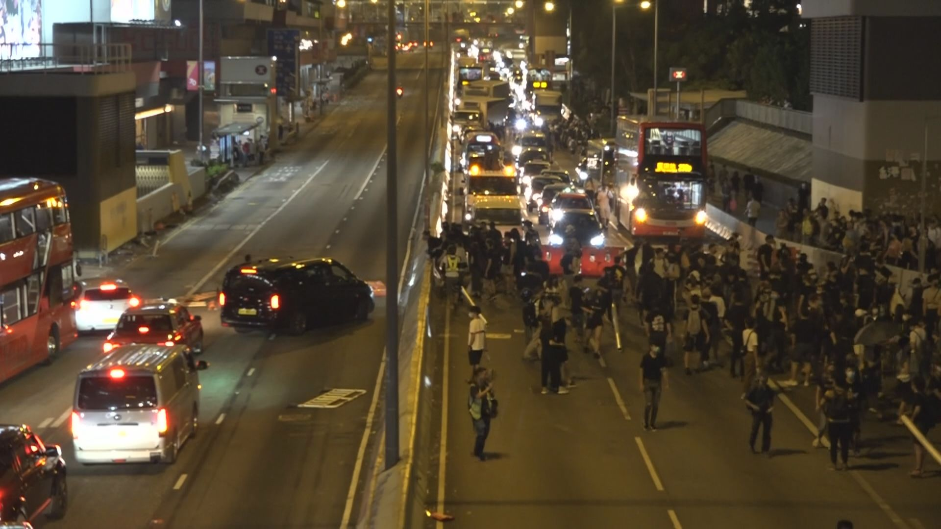 黃大仙示威者堵塞龍翔道