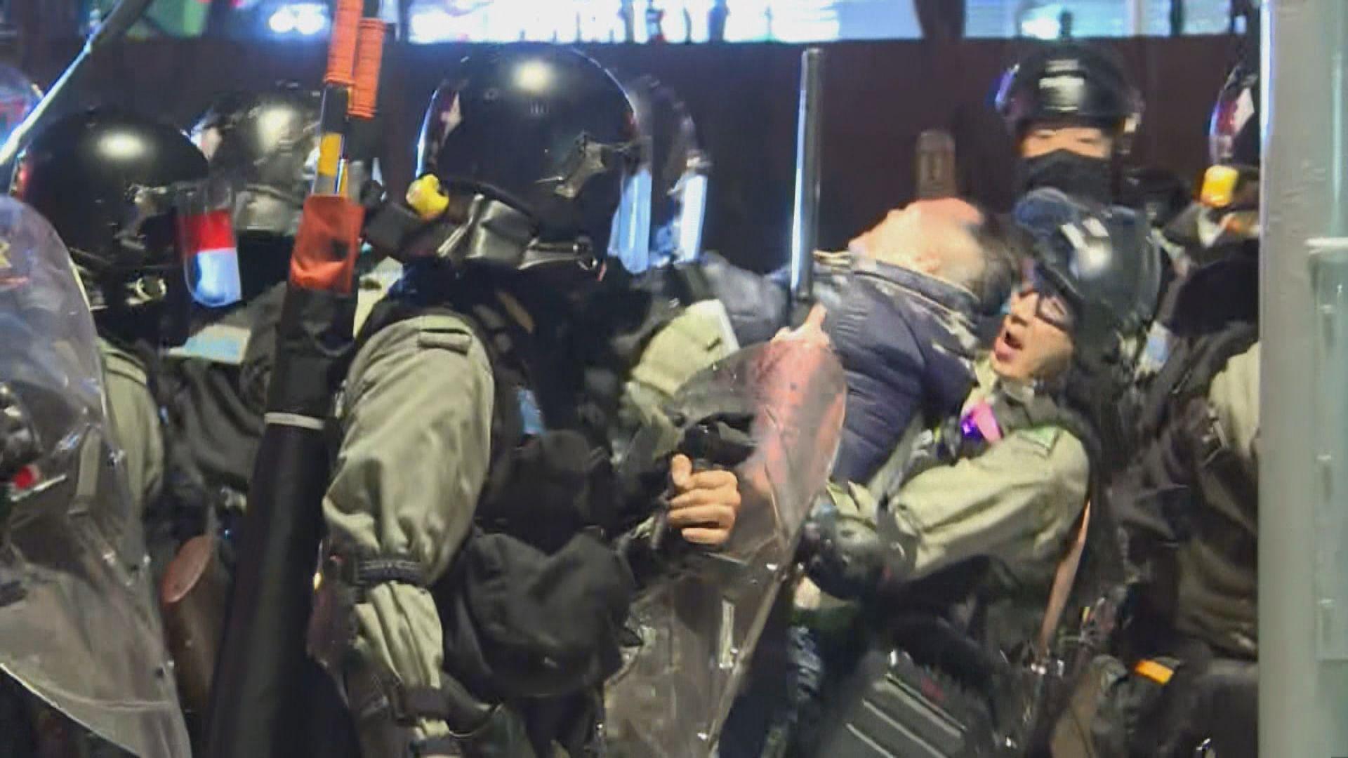 元朗721集會後防暴警察到場驅趕