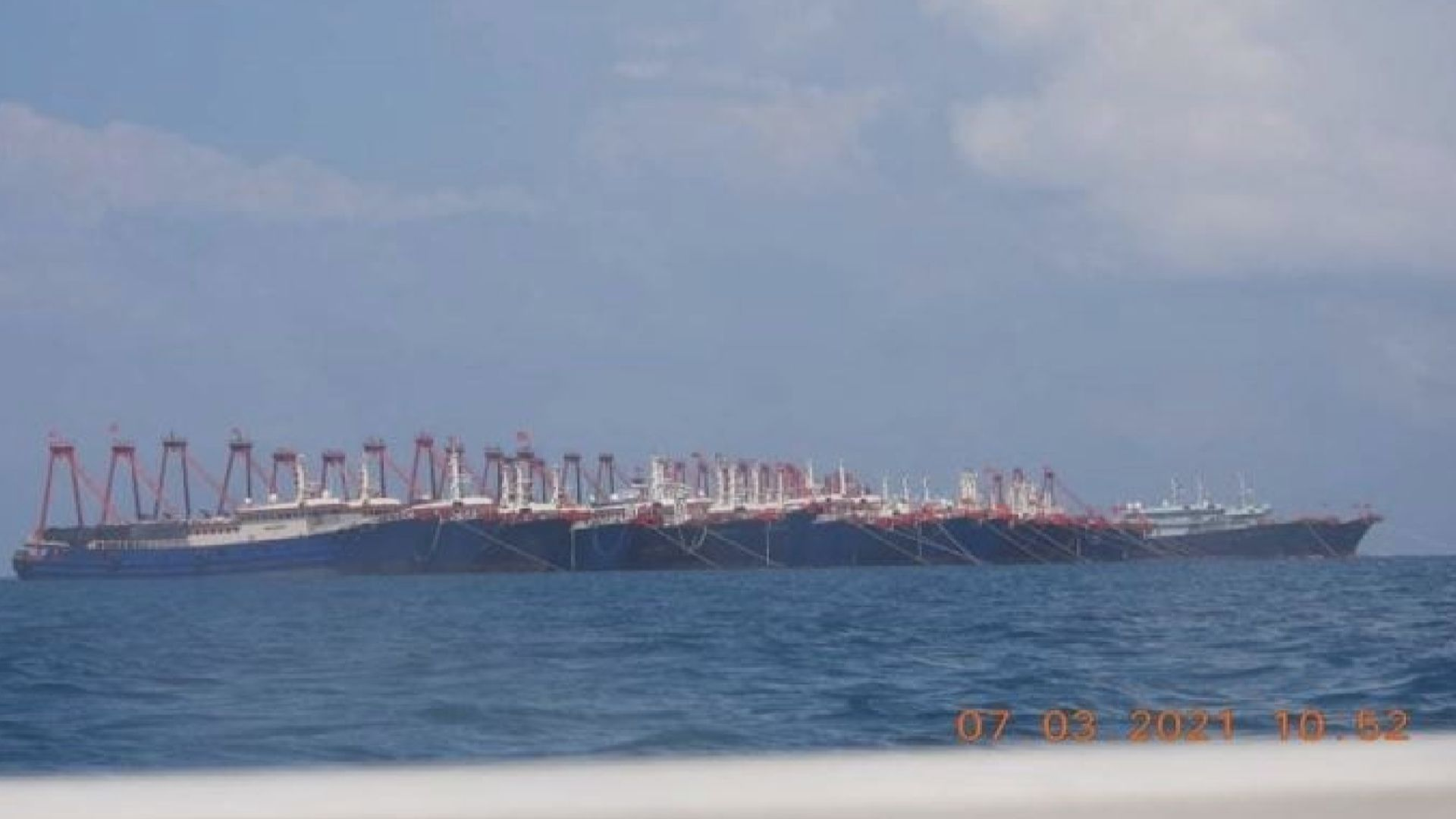 菲律賓指逾二百艘中國漁船駛至南海島礁