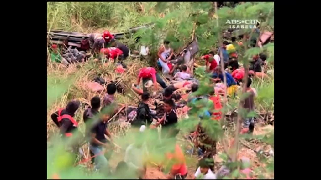 菲律賓巴士墮山坡廿多人死亡