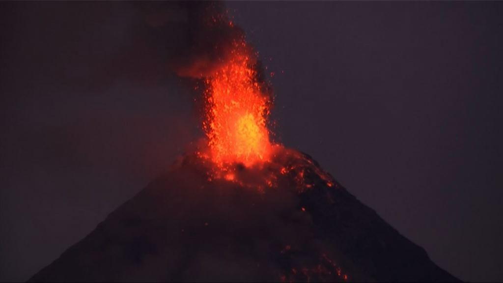 菲律賓指馬榮火山或爆發 逾五萬人疏散