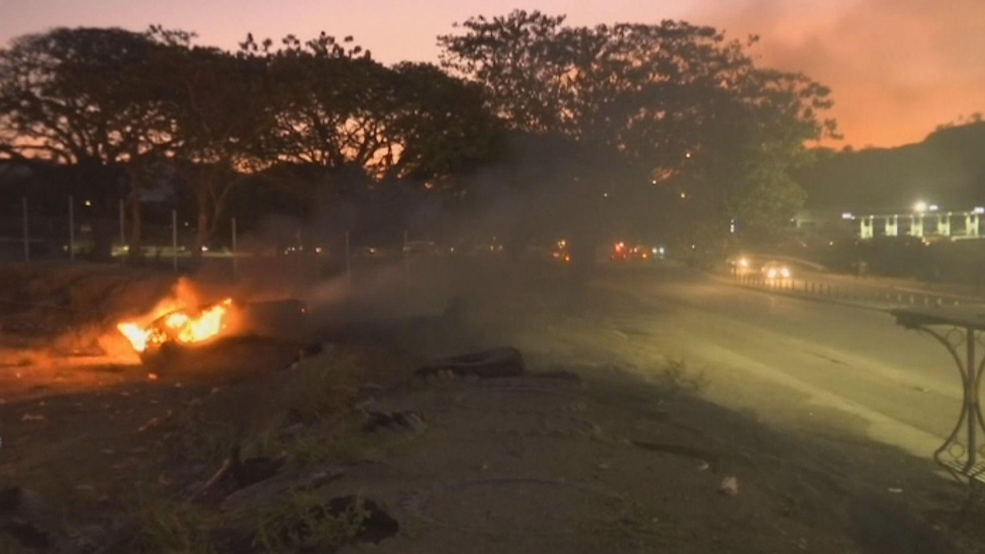 巴布亞新畿內亞警員闖國會示威