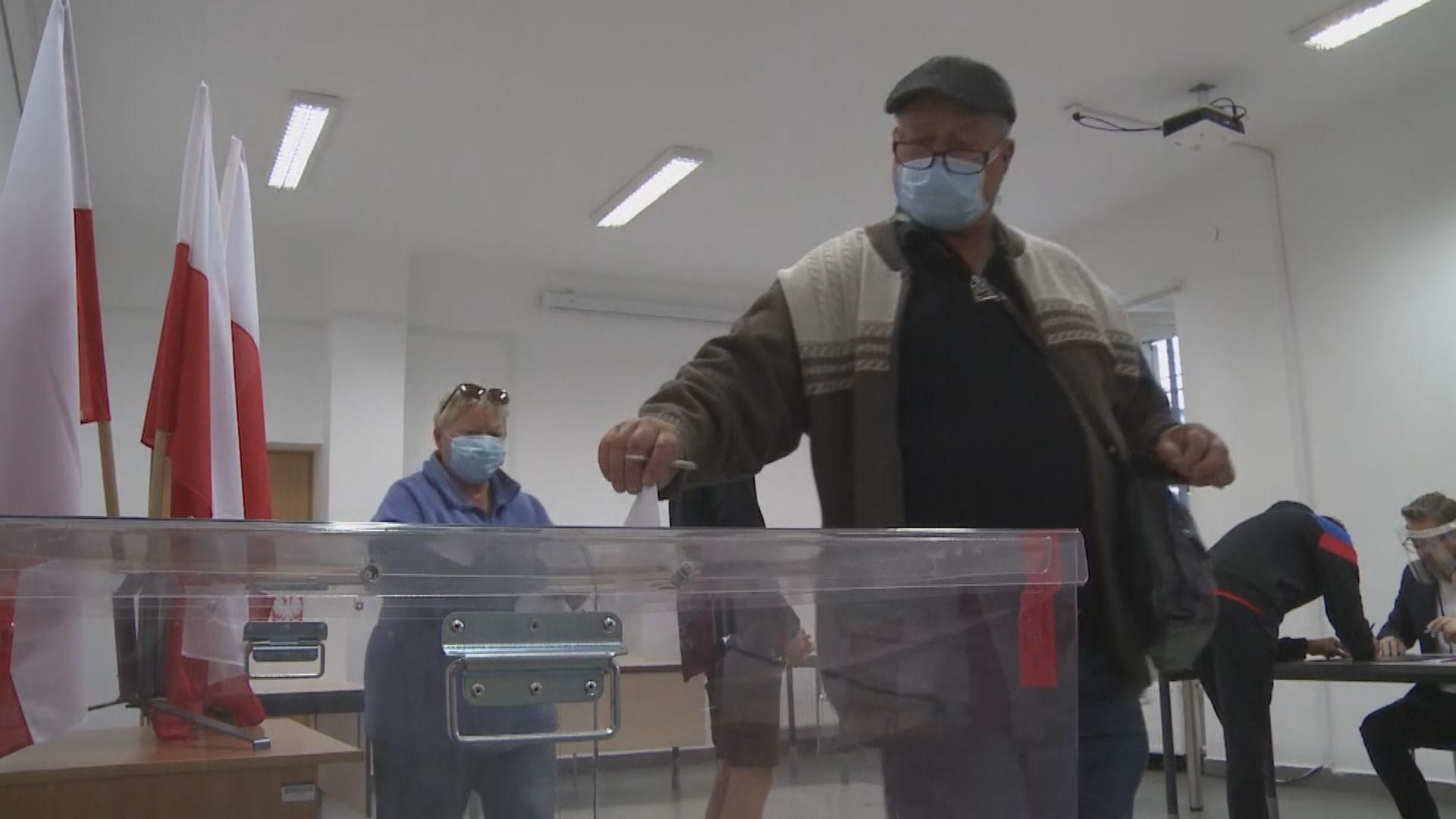 波蘭總統選舉投票結束 民調指兩候選人得票接近