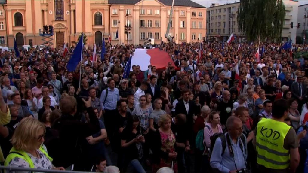 波蘭民眾示威促總統否決司法改革法案