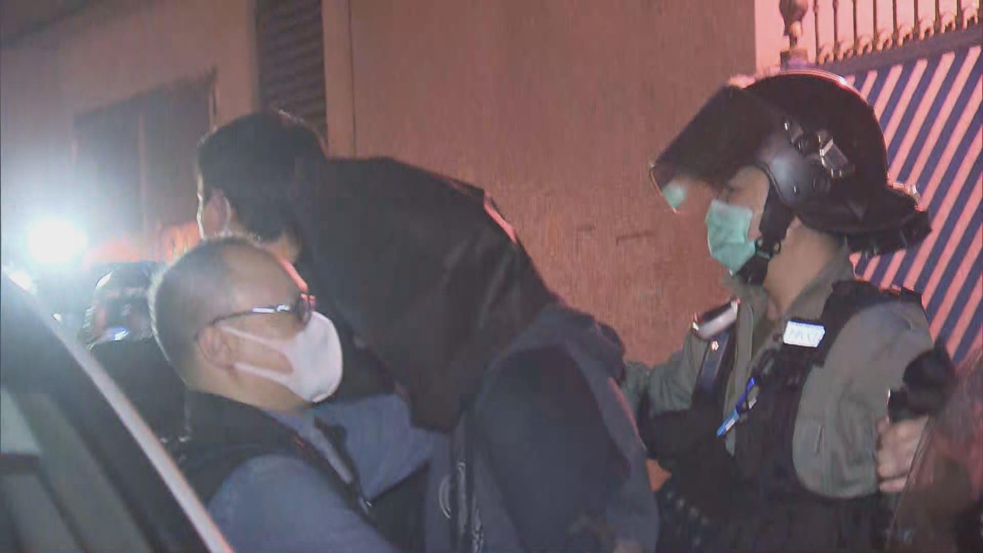 警拘17人檢爆炸裝置及化學品 指炸彈不單針對警員