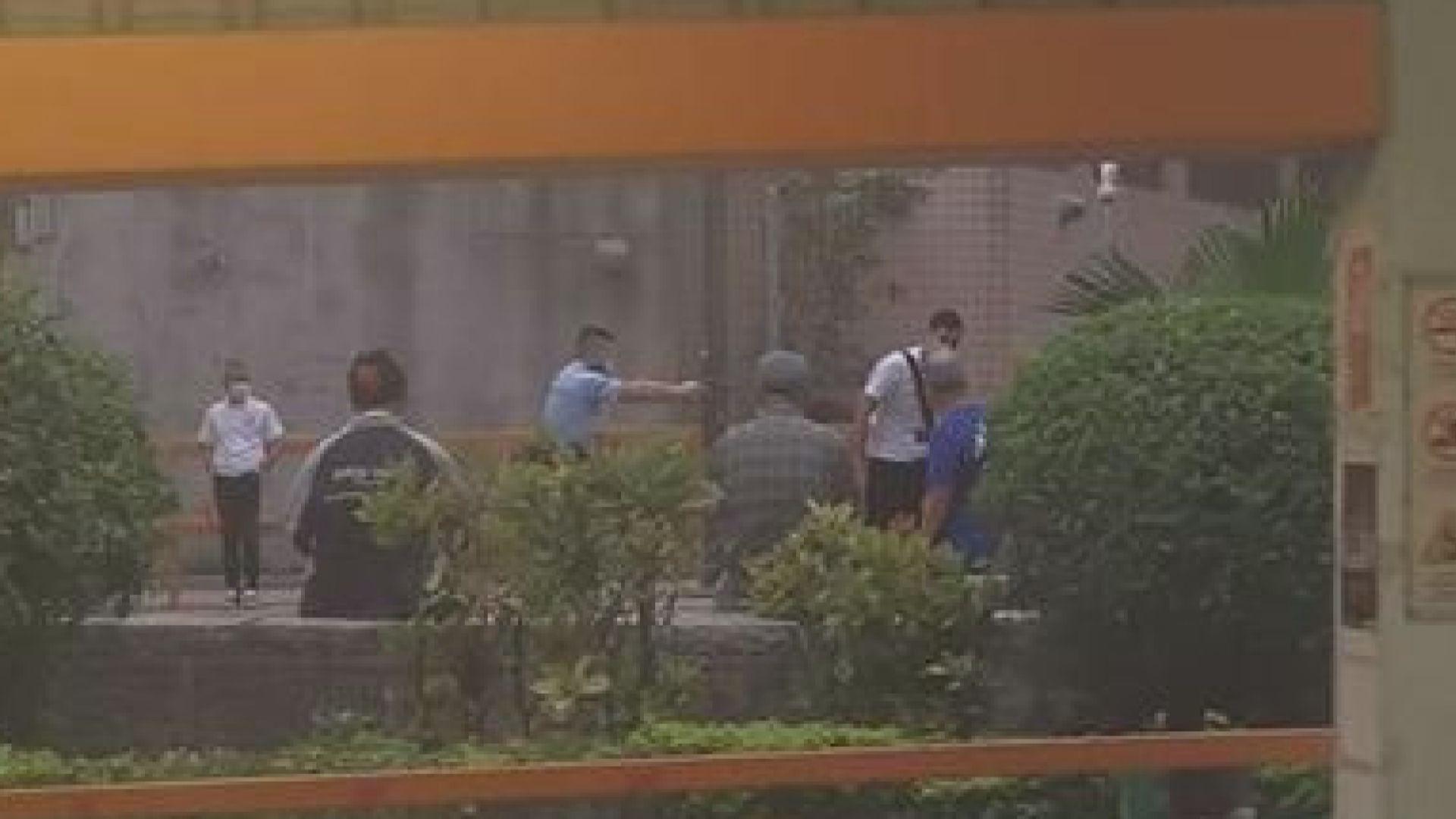 屯門持毀爛玻璃樽女子涉藏有攻擊性武器被捕
