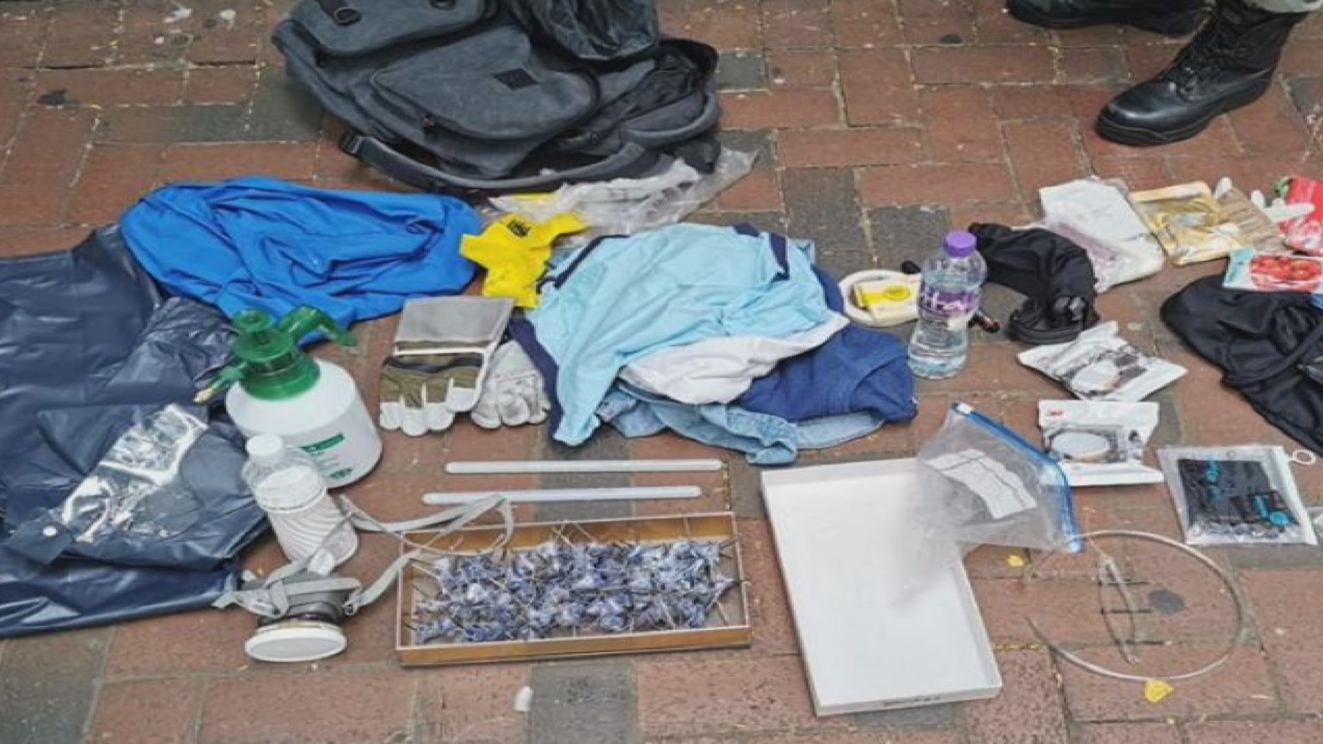 警方灣仔東區先後拘五人涉藏攻擊性武器