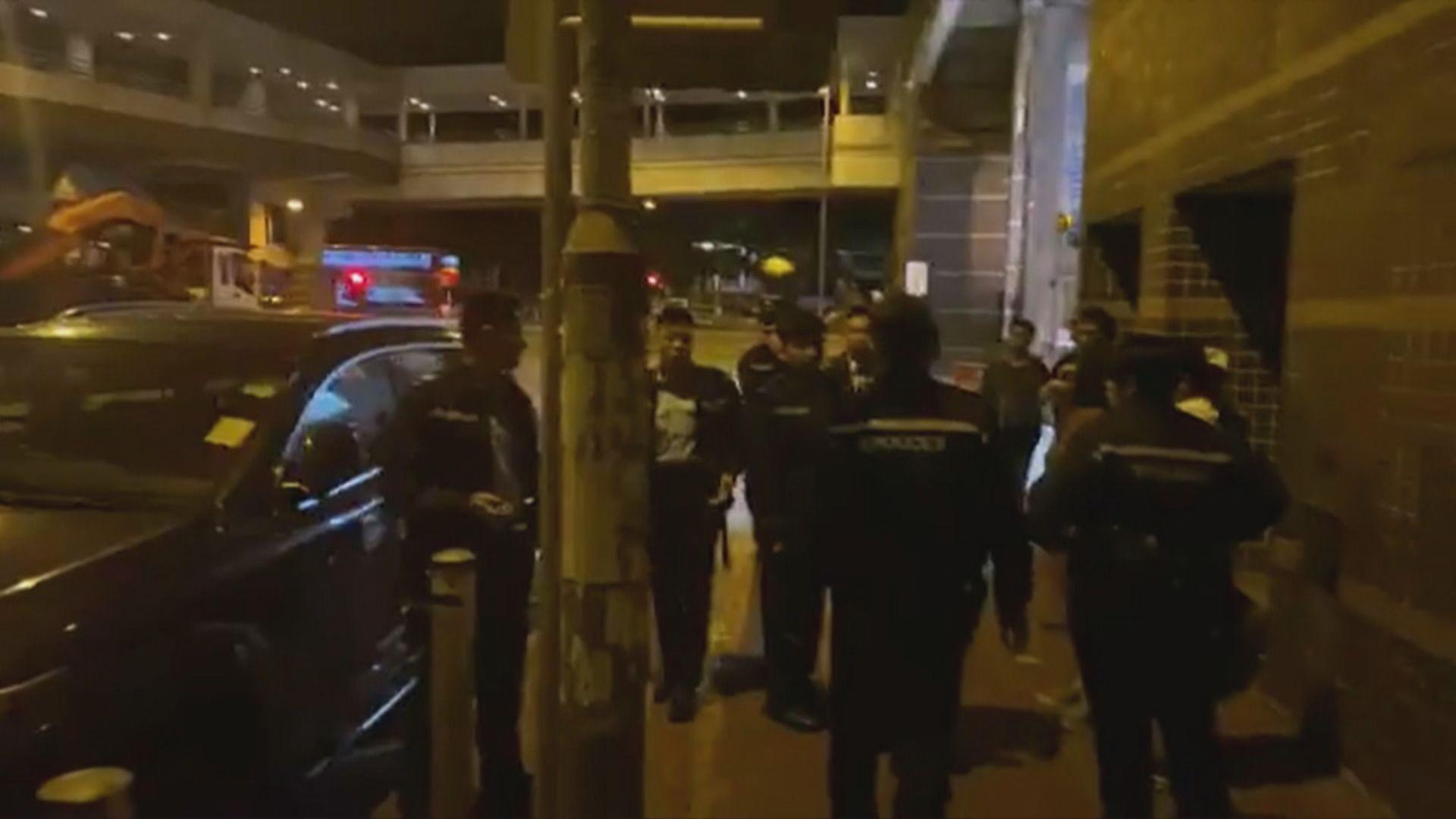 一名休班警員涉張貼連儂牆被捕