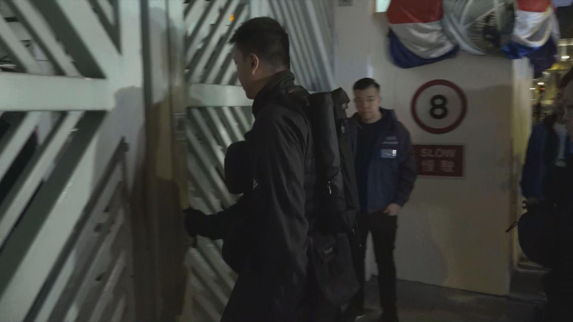 三男子屯門涉試驗爆炸裝置被捕 警到一中學調查