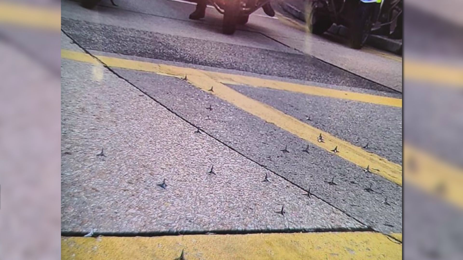 警指多區有人堵路放鐵釘 拘三人涉藏汽油彈及螺絲批